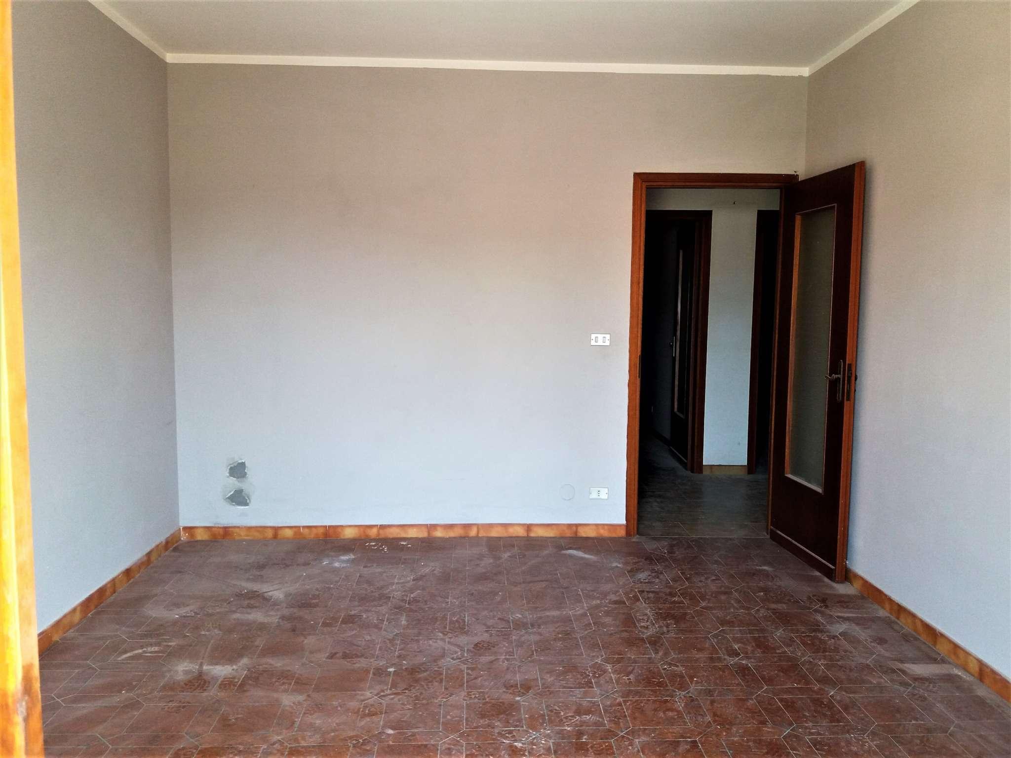 Appartamento in buone condizioni in affitto Rif. 8065236