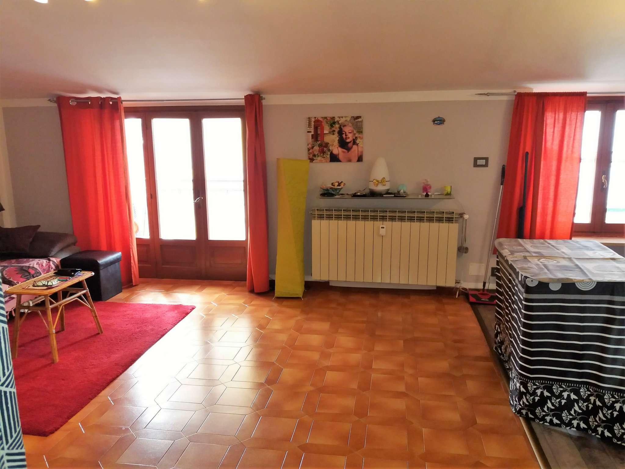 Appartamento in buone condizioni in vendita Rif. 8426346