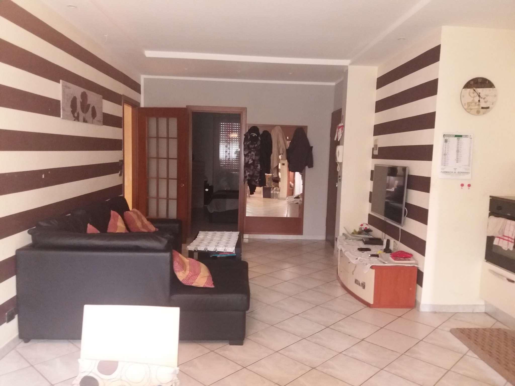 Appartamento in buone condizioni in vendita Rif. 9318520