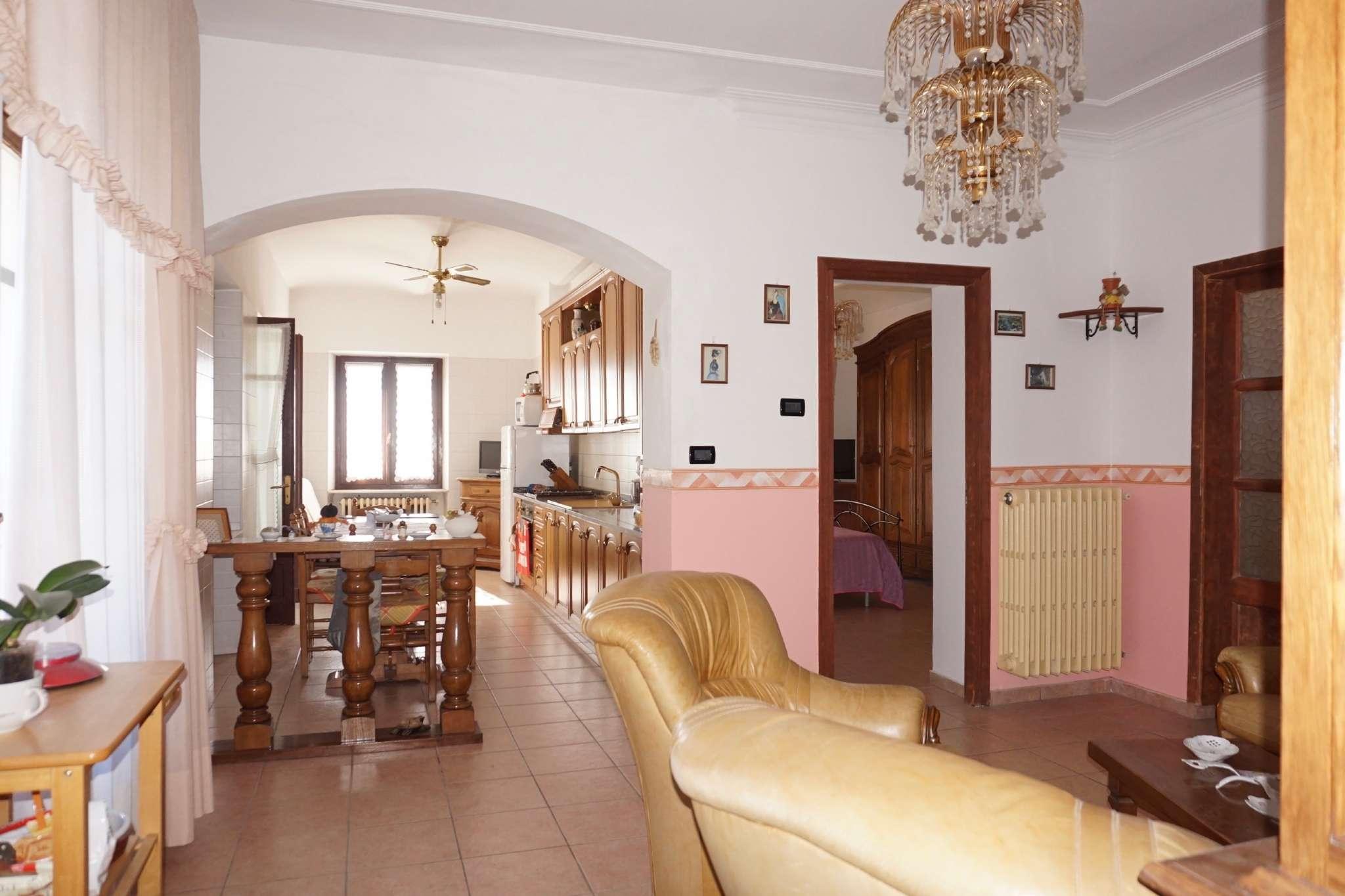 Appartamento in ottime condizioni arredato in affitto Rif. 9453364