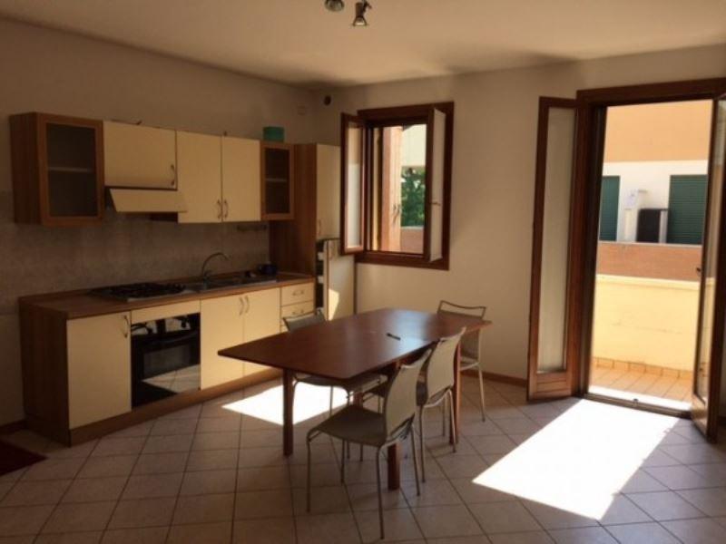 Appartamento in buone condizioni parzialmente arredato in affitto Rif. 8734974