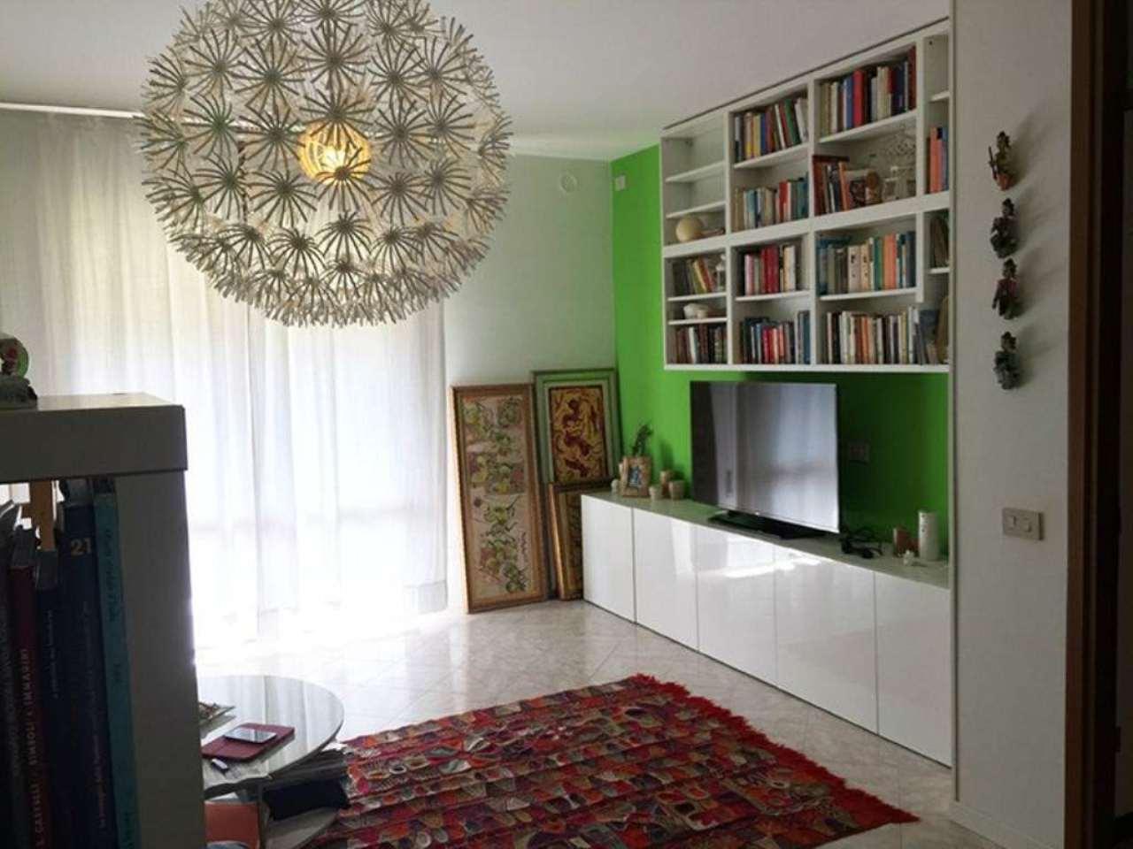 Appartamento in buone condizioni parzialmente arredato in vendita Rif. 5027005