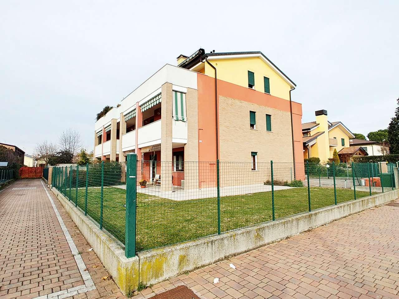 Appartamento in buone condizioni parzialmente arredato in vendita Rif. 5027043