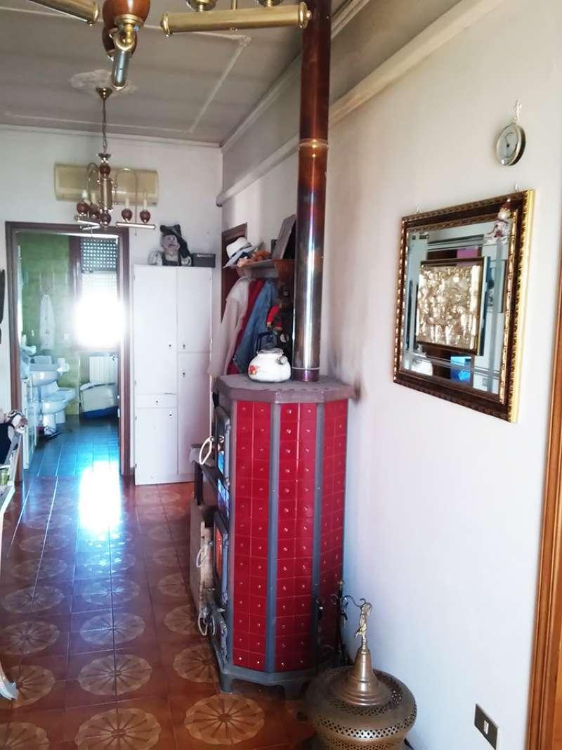 Appartamento in vendita a Campolongo Maggiore, 5 locali, prezzo € 76.000   CambioCasa.it