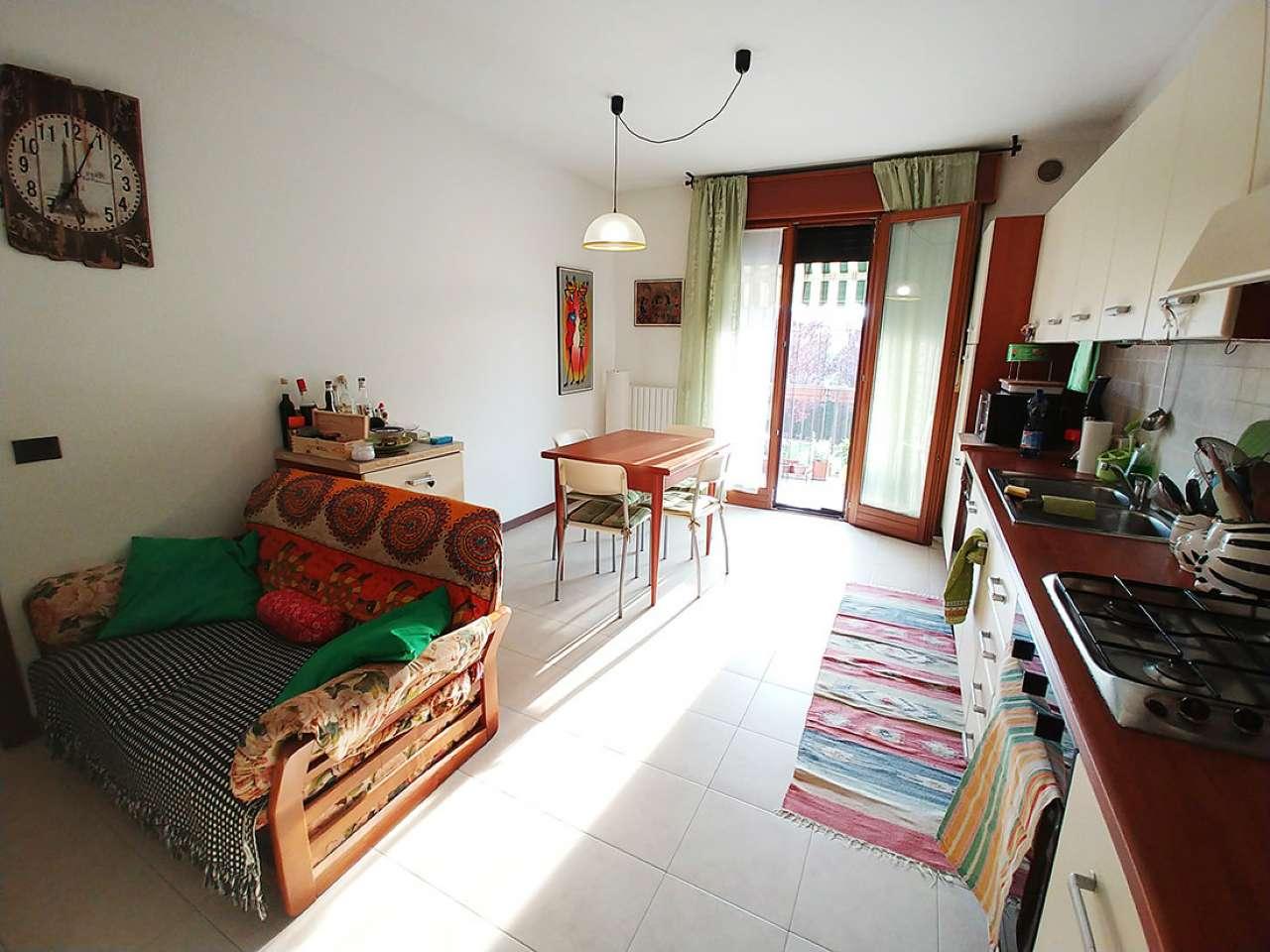 Appartamento in ottime condizioni arredato in affitto Rif. 6728054