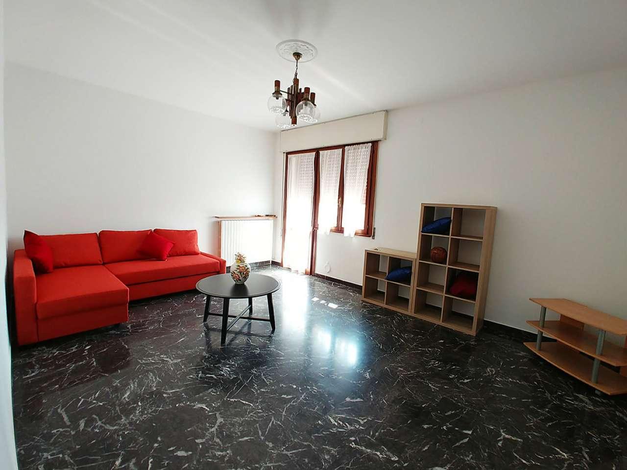 Stanza / posto letto ristrutturato arredato in affitto Rif. 8647201