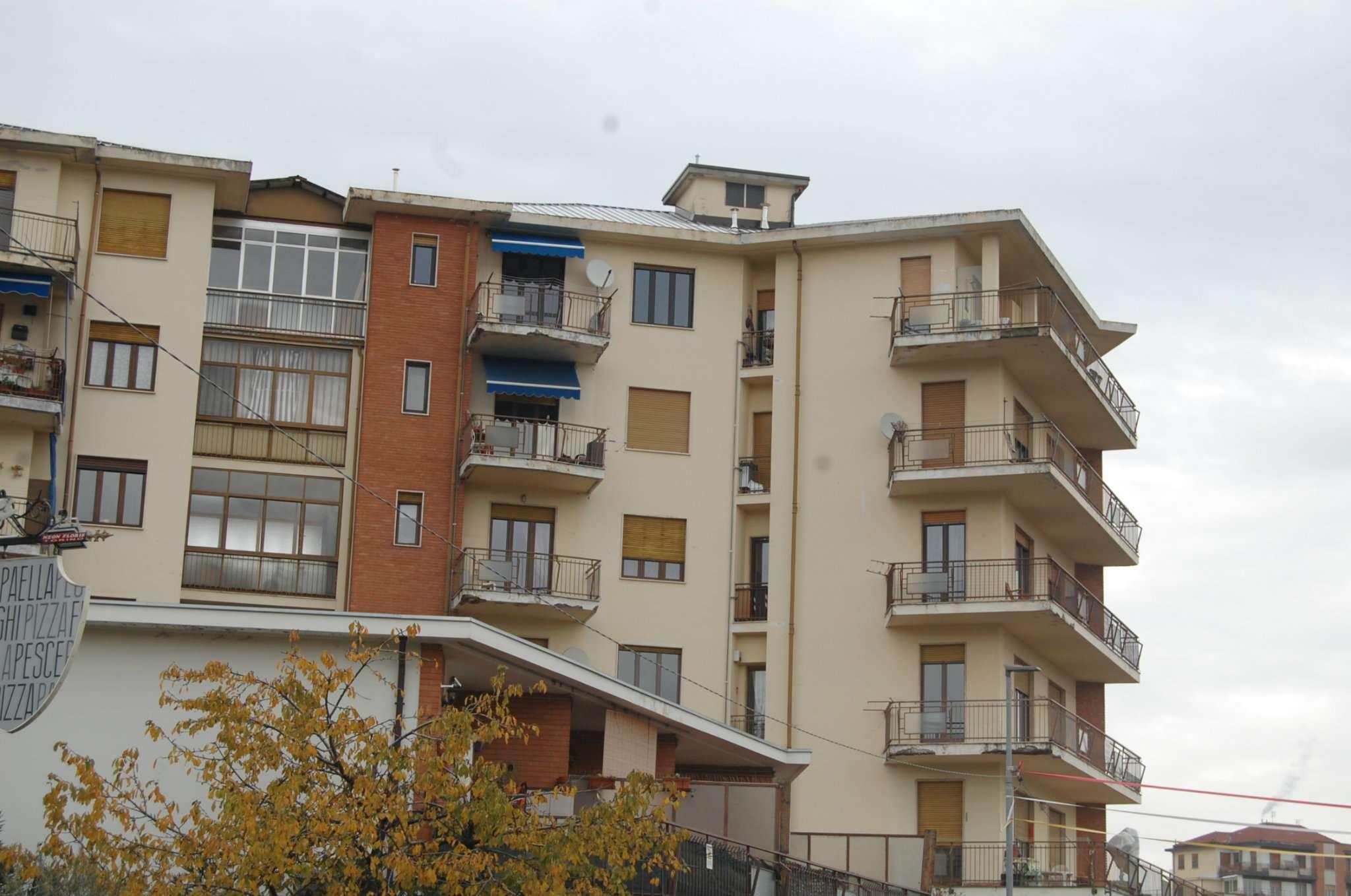 Appartamento in buone condizioni in affitto Rif. 8674832
