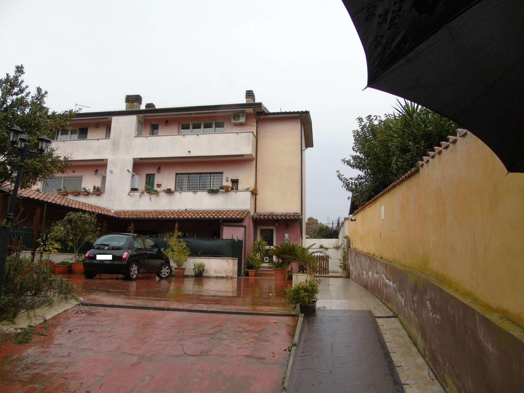 Appartamento in vendita a Roma, 3 locali, zona Zona: 21 . Laurentina, prezzo € 90.000 | CambioCasa.it