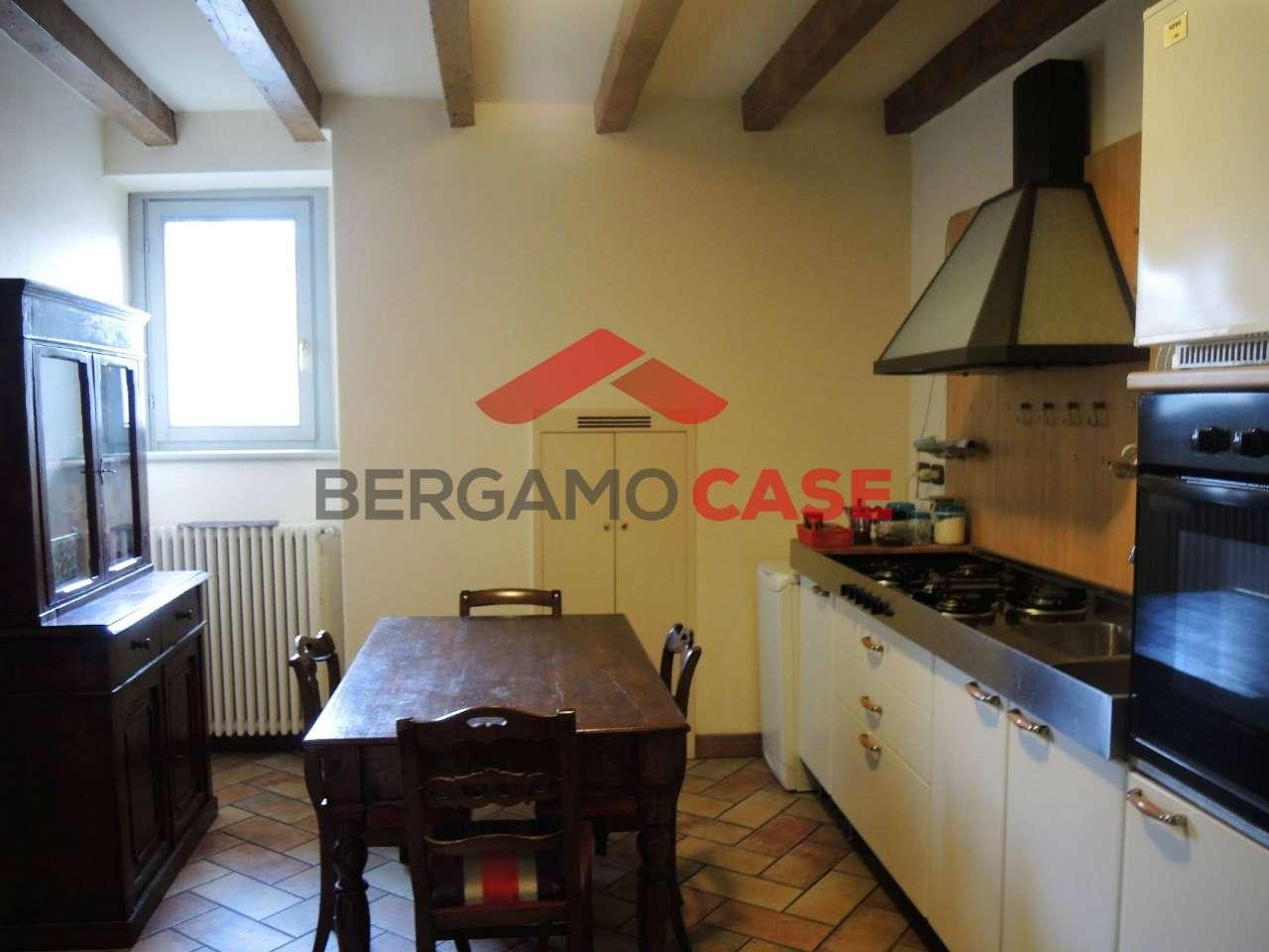 Appartamento in buone condizioni arredato in affitto Rif. 7139911