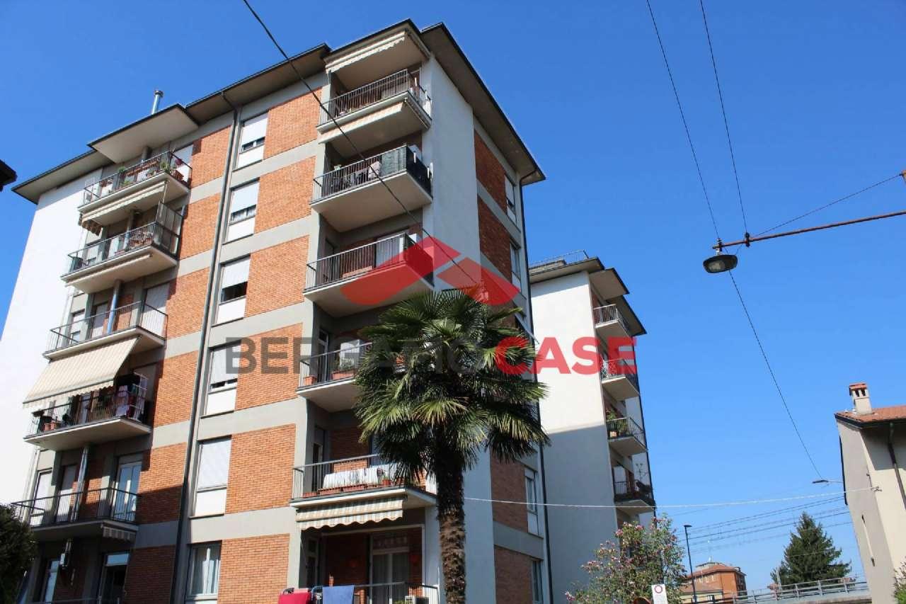 Appartamento in buone condizioni in vendita Rif. 8938275