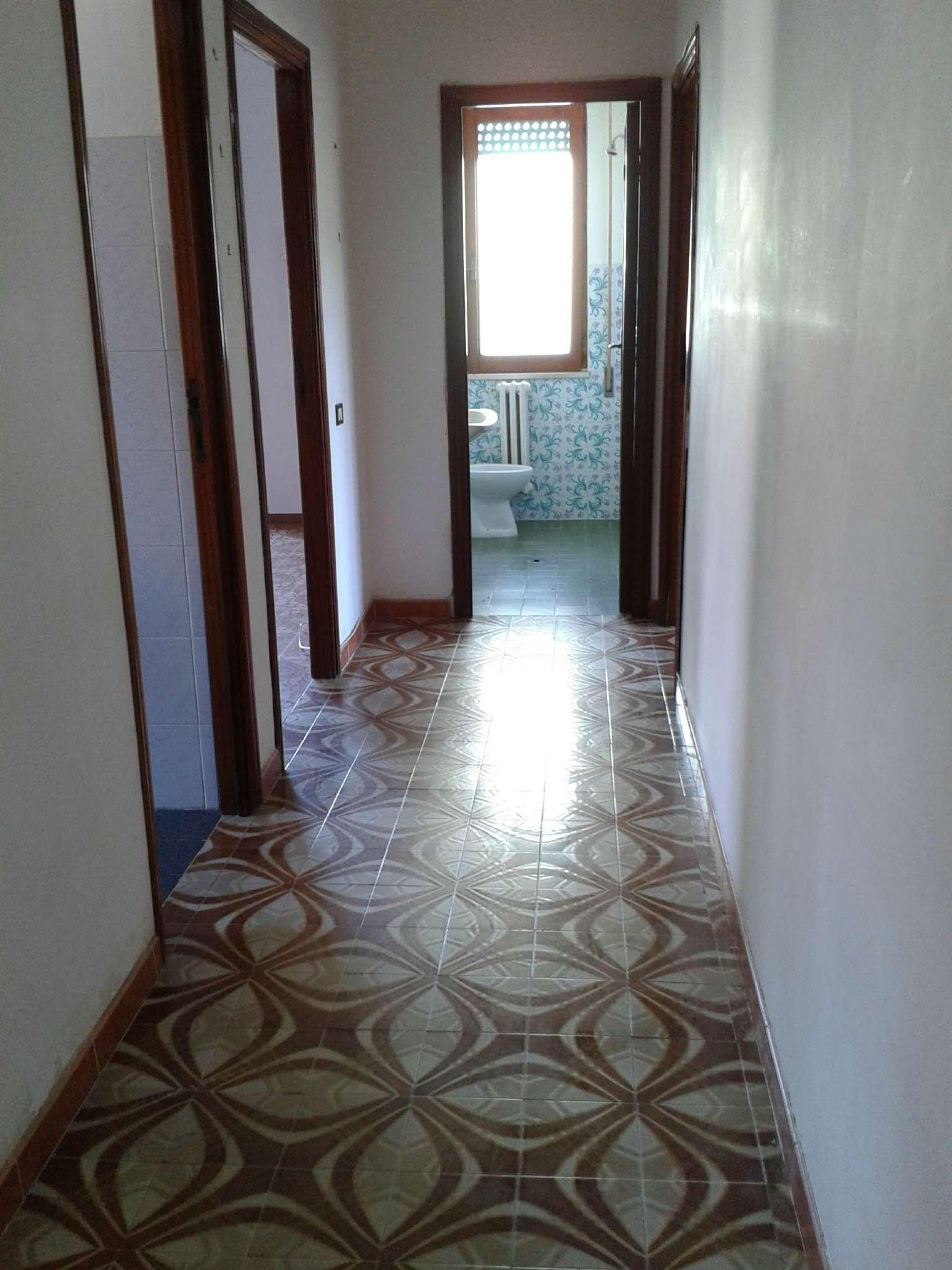 Appartamento in buone condizioni in affitto Rif. 8563311