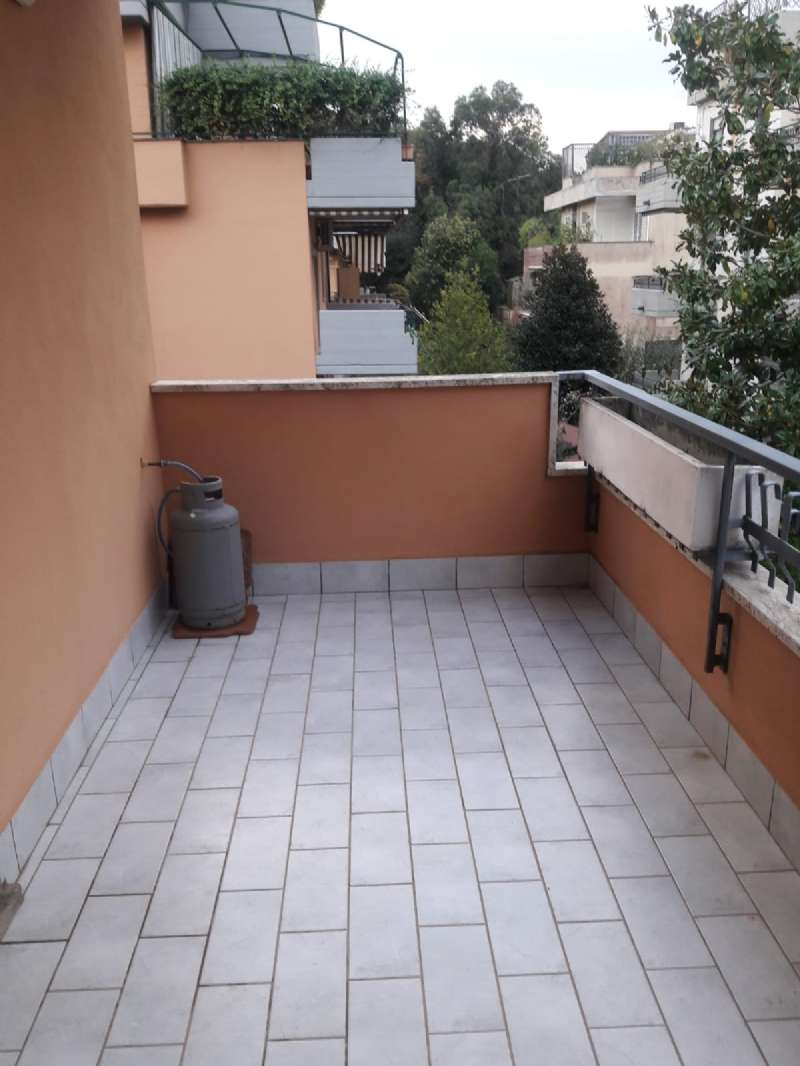 Appartamento in buone condizioni parzialmente arredato in affitto Rif. 8550825