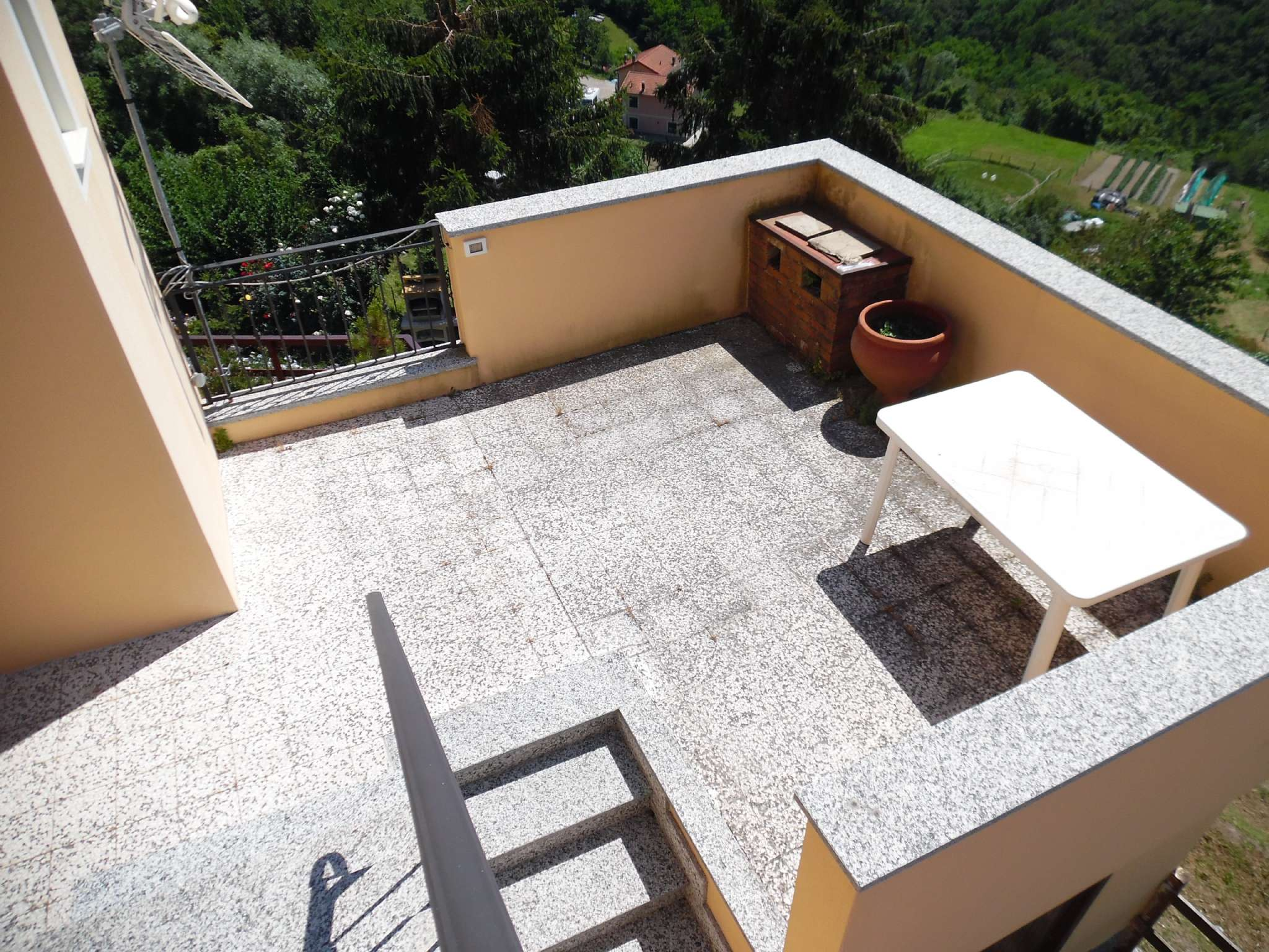 Appartamento in vendita a Ceranesi, 5 locali, prezzo € 72.000   CambioCasa.it