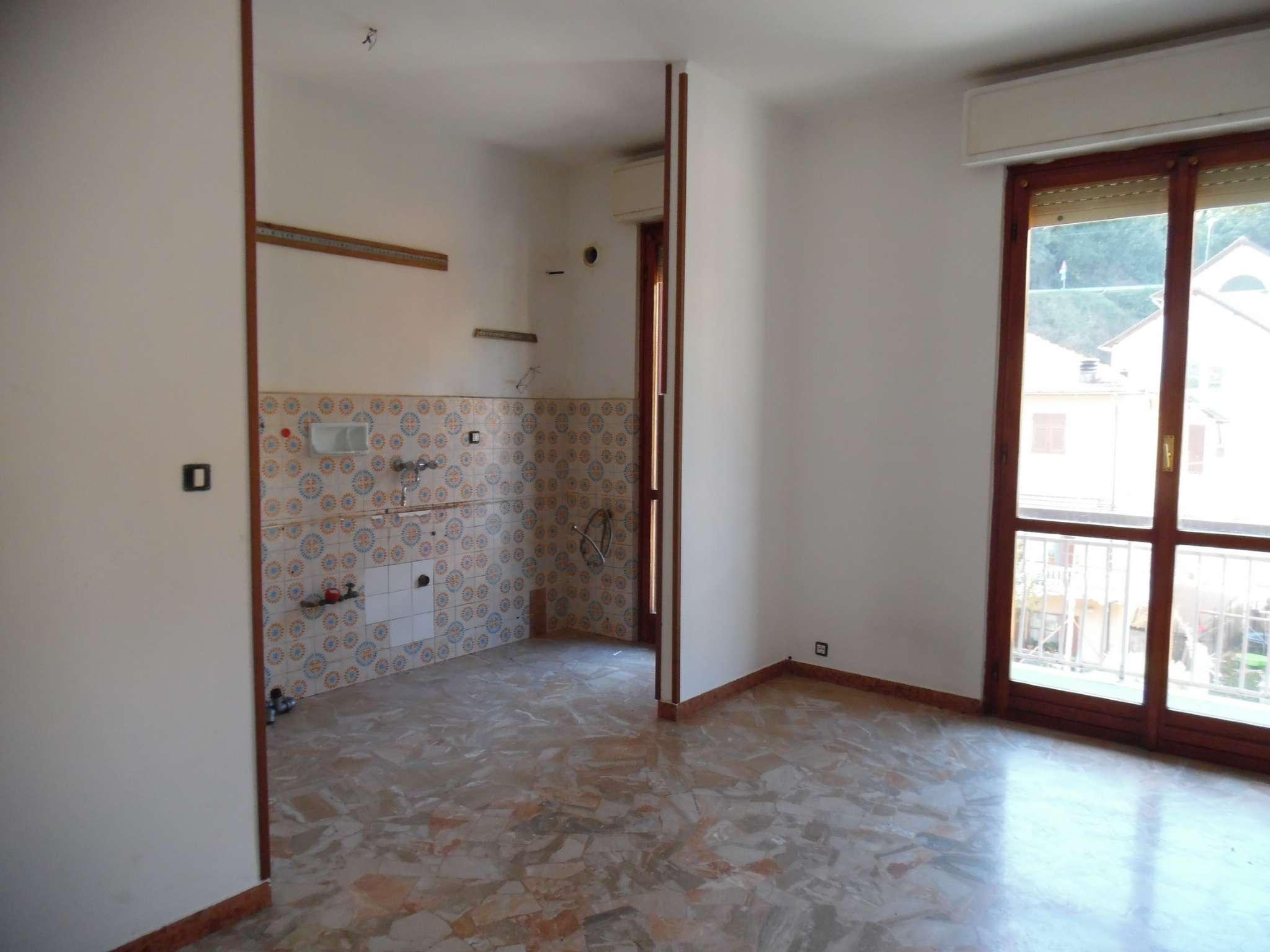 Appartamento da ristrutturare in vendita Rif. 8036645