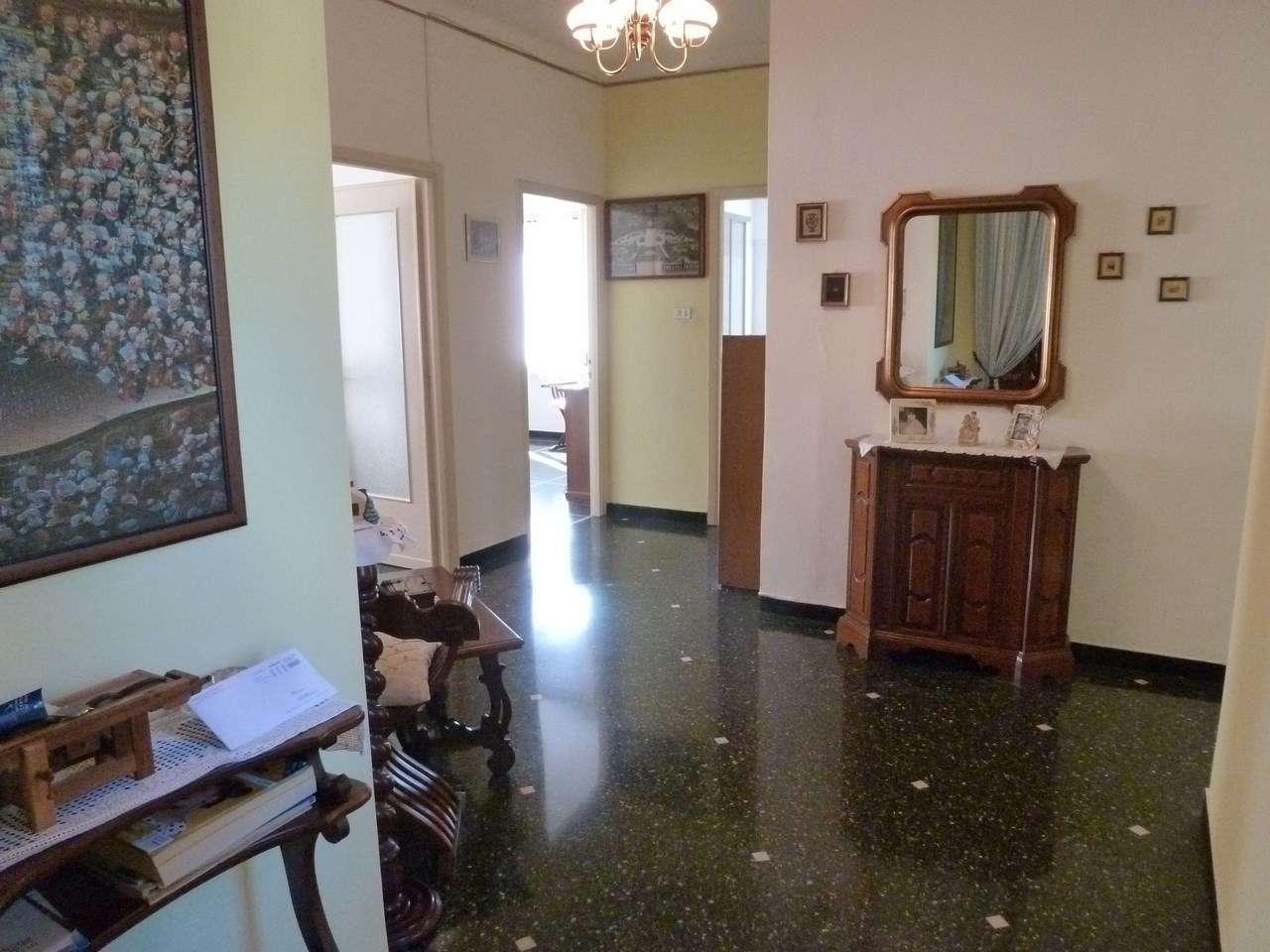 Appartamento in buone condizioni in vendita Rif. 8065259