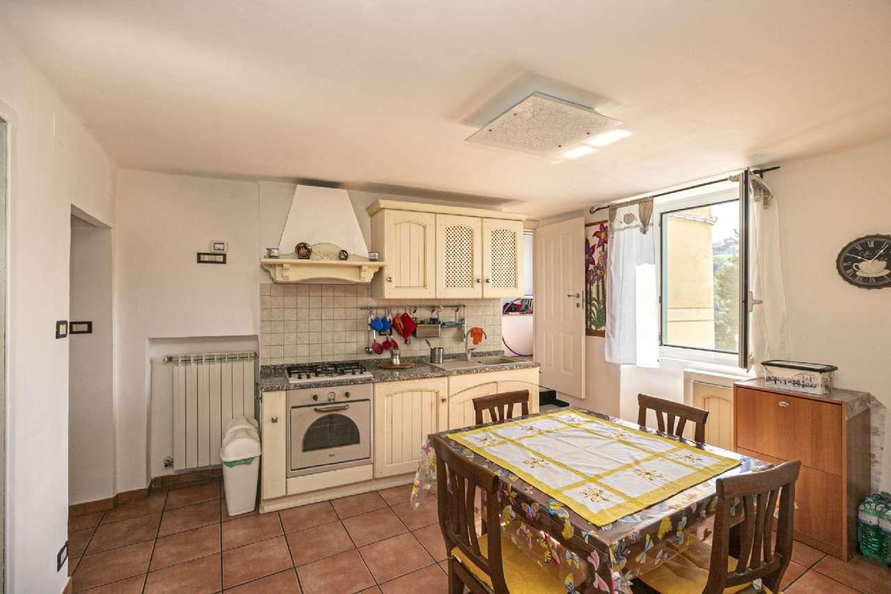 Appartamento in vendita a Campomorone, 3 locali, prezzo € 75.000   CambioCasa.it
