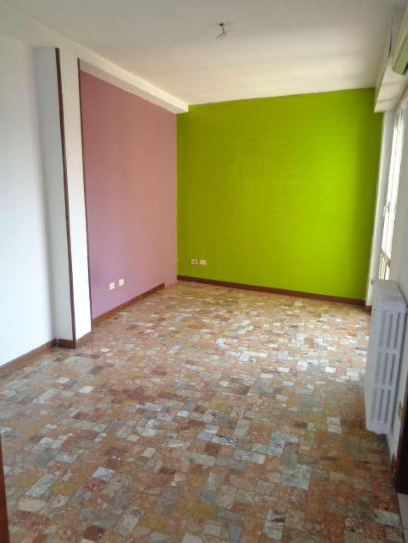 Appartamento in discrete condizioni in vendita Rif. 8718214