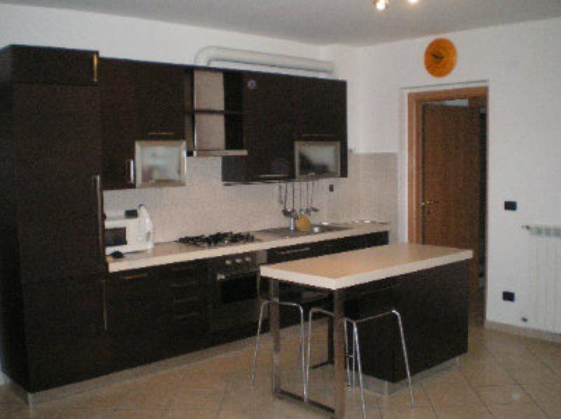 Appartamento in buone condizioni arredato in affitto Rif. 6855400