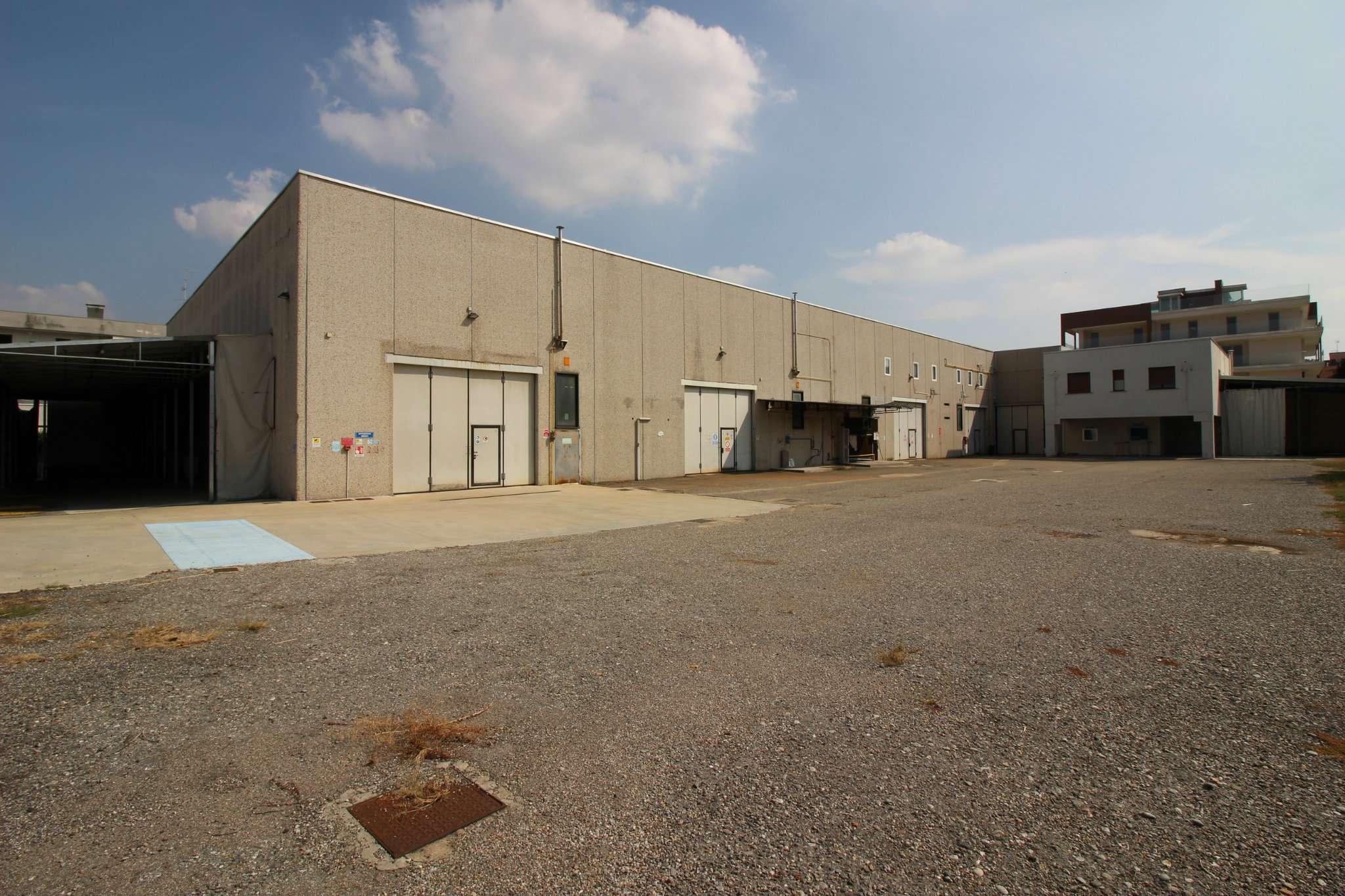 Capannone in vendita a Legnano, 8 locali, prezzo € 1.250.000 | CambioCasa.it