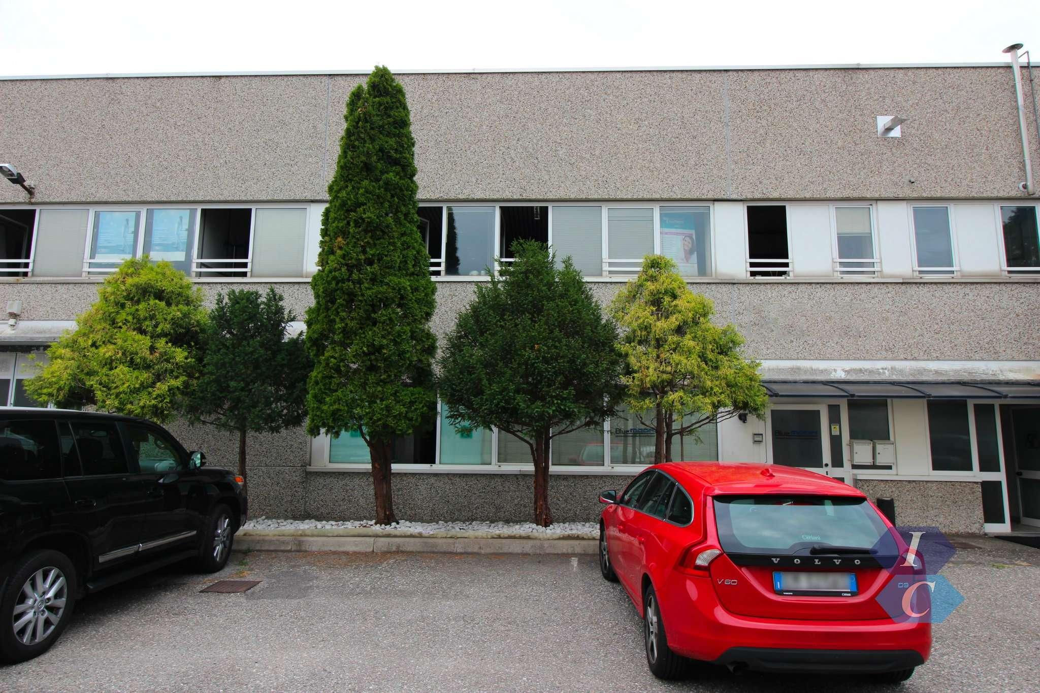 Capannone in affitto a Legnano, 8 locali, prezzo € 4.583 | PortaleAgenzieImmobiliari.it