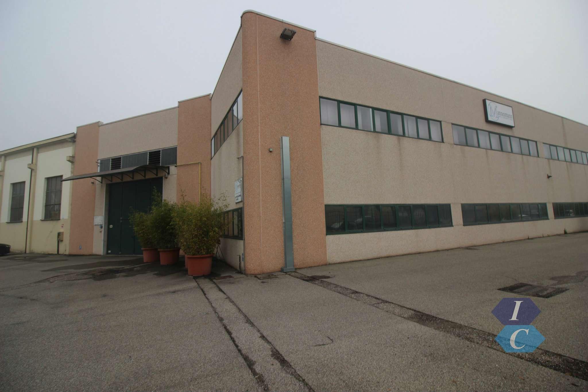 Capannone in affitto a Settimo Milanese, 10 locali, prezzo € 5.416 | PortaleAgenzieImmobiliari.it