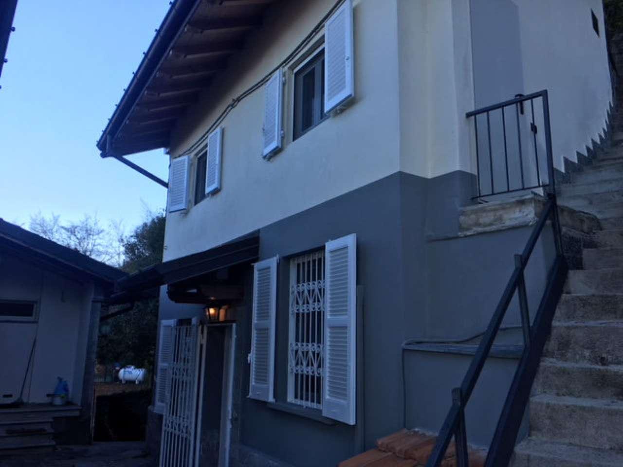 Casa indipendente FRONTE LAGO