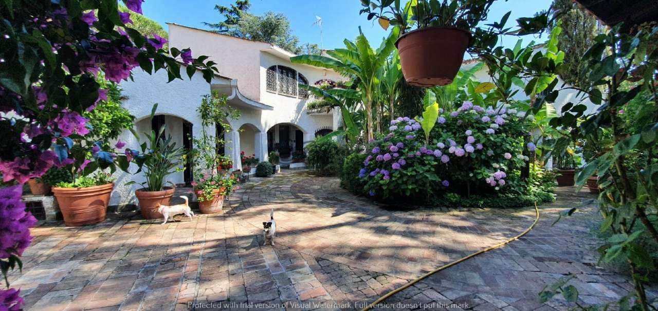 Villa in vendita a Sacrofano, 10 locali, Trattative riservate | CambioCasa.it