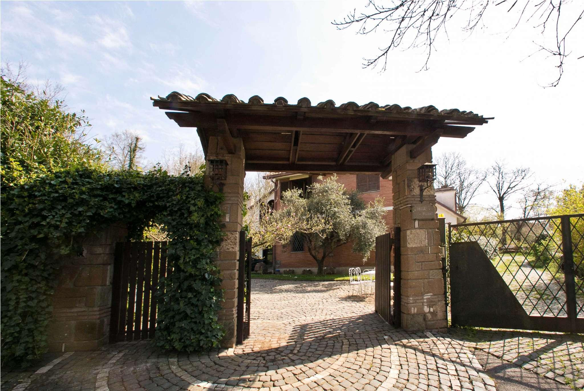 Villa Bifamiliare in Vendita a Rocca di Papa