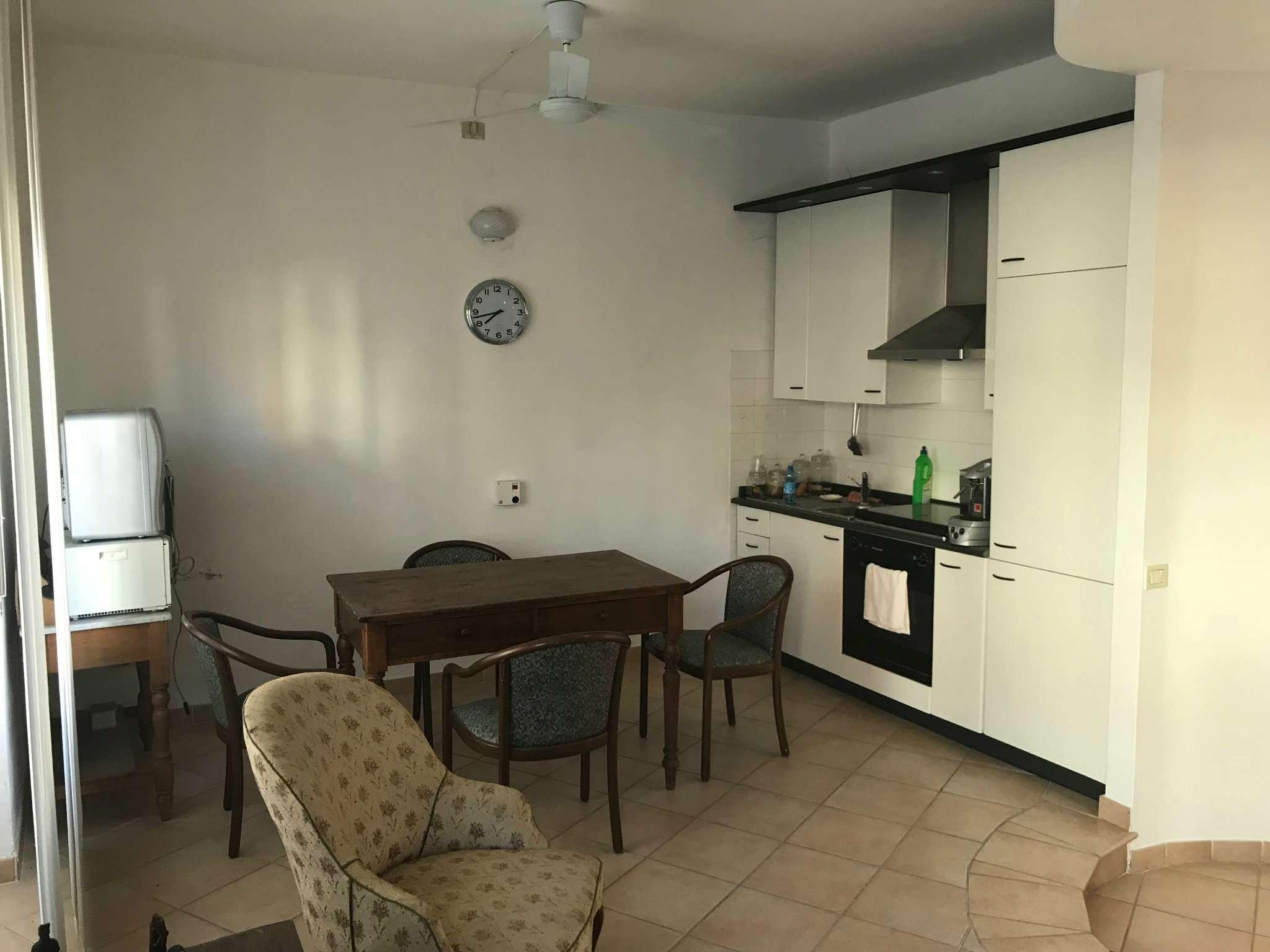 Appartamento in buone condizioni parzialmente arredato in vendita Rif. 7004305