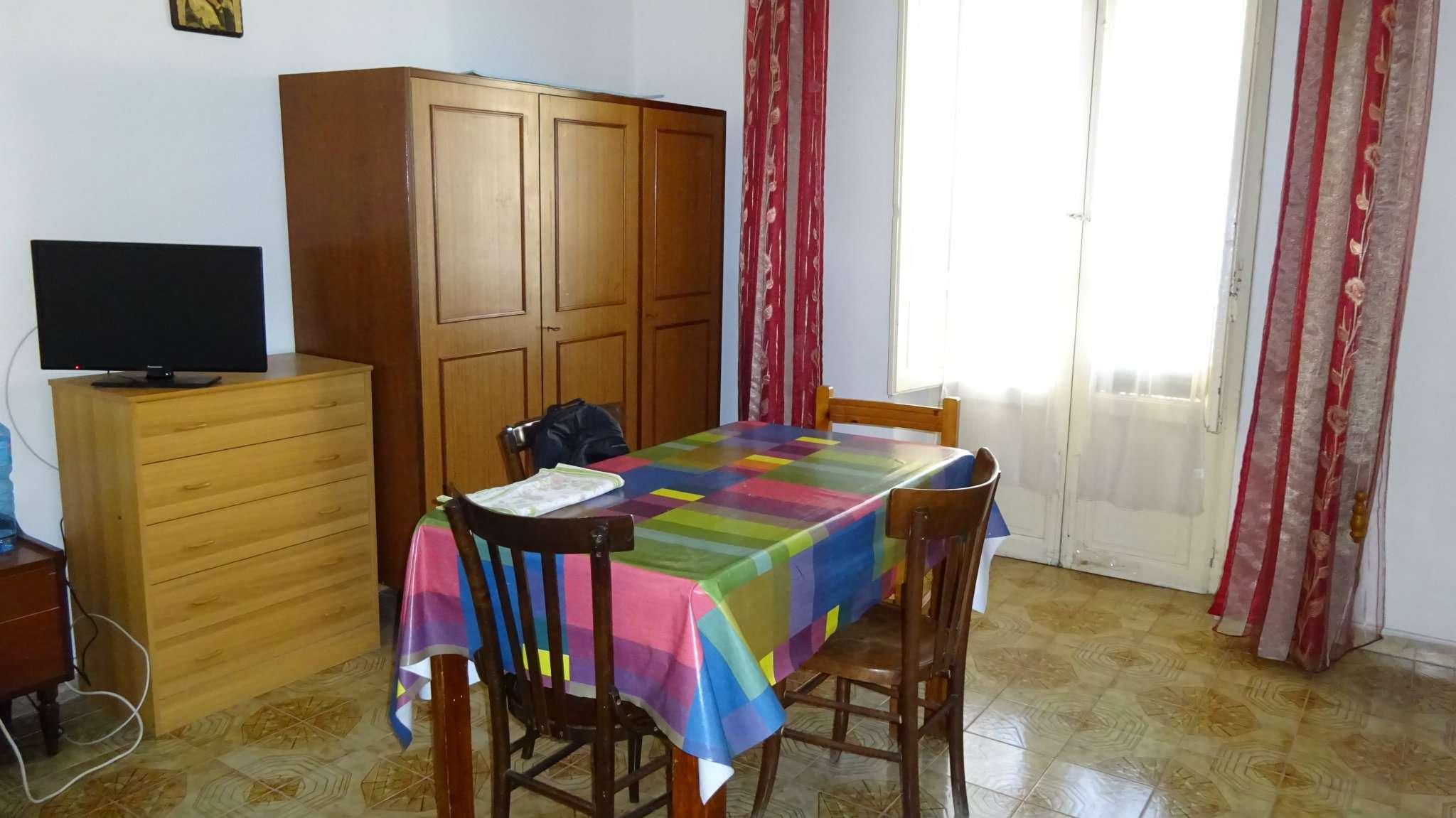 Stanza / posto letto in buone condizioni arredato in affitto Rif. 6451039