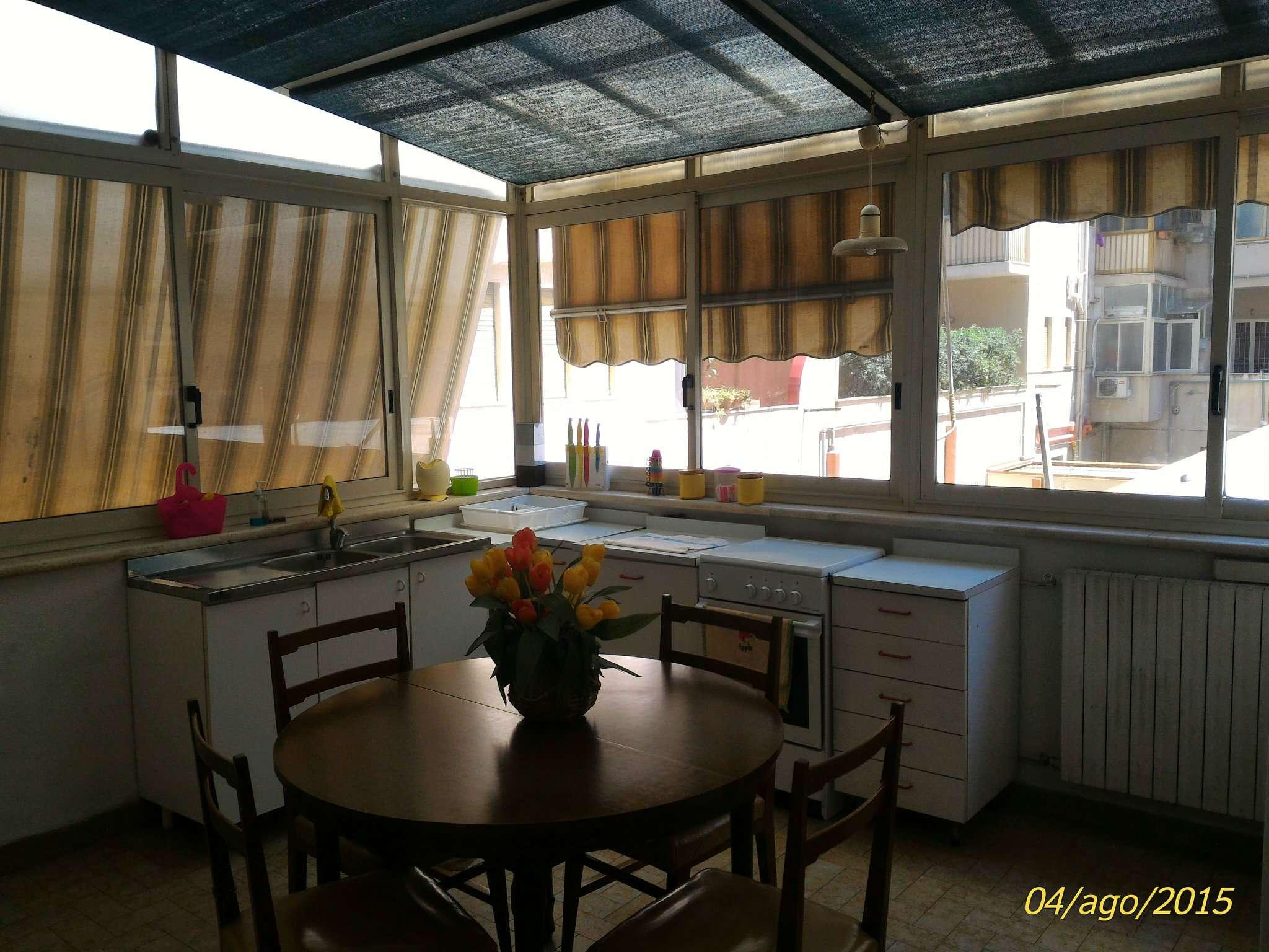 Stanza / posto letto in buone condizioni arredato in affitto Rif. 6665653