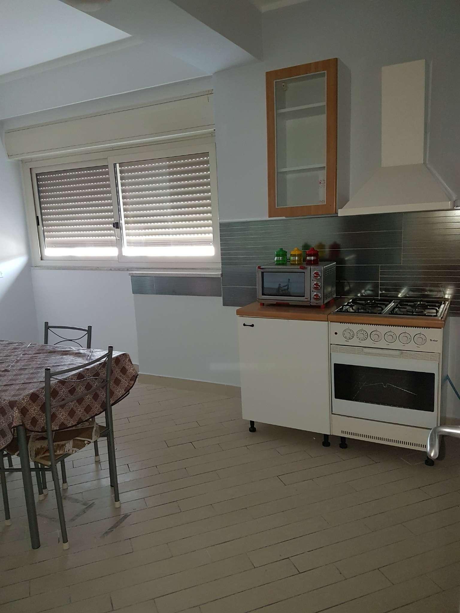 Stanza / posto letto in buone condizioni arredato in affitto Rif. 6758672