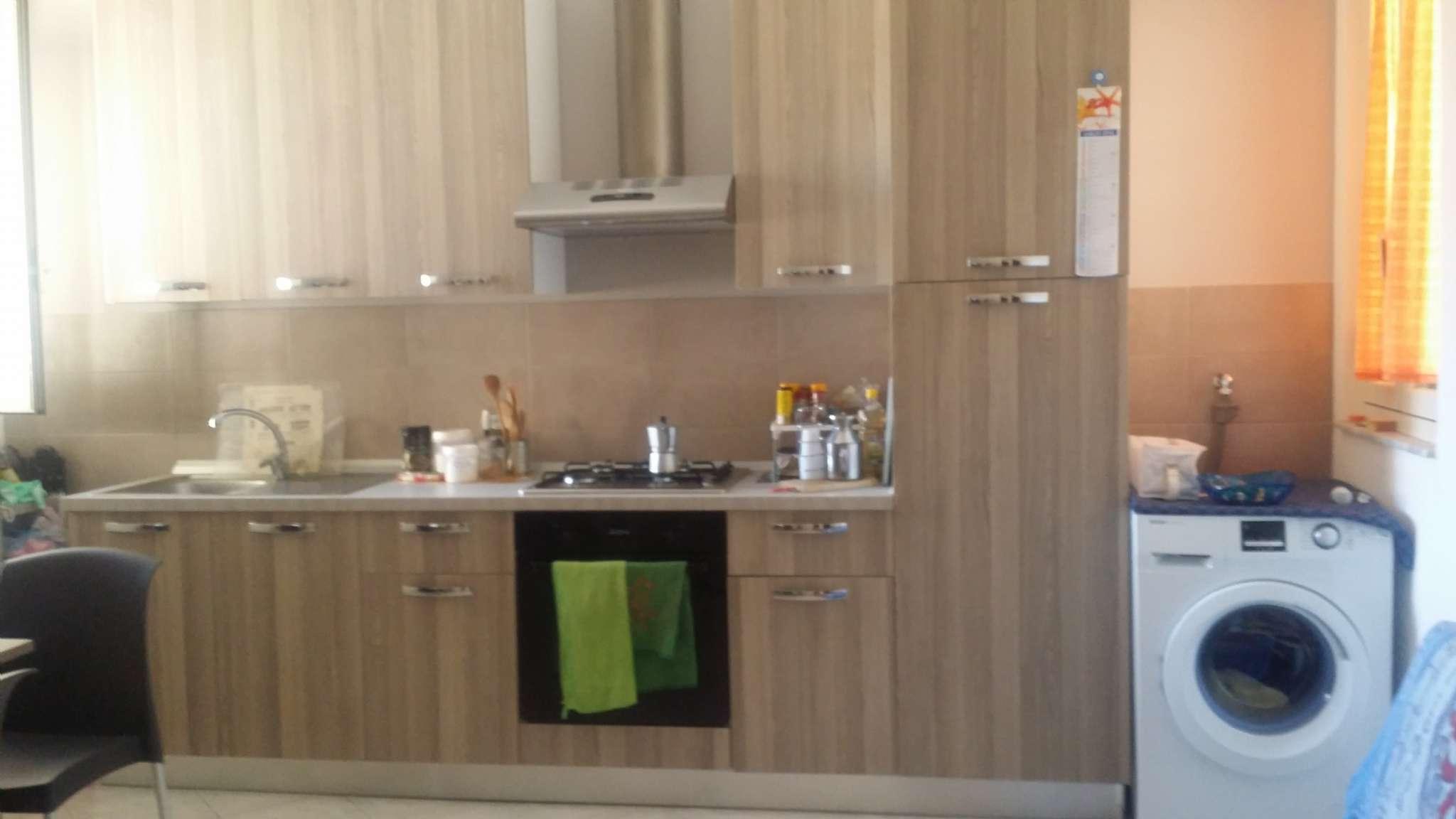 Stanza / posto letto in buone condizioni arredato in affitto Rif. 8400663