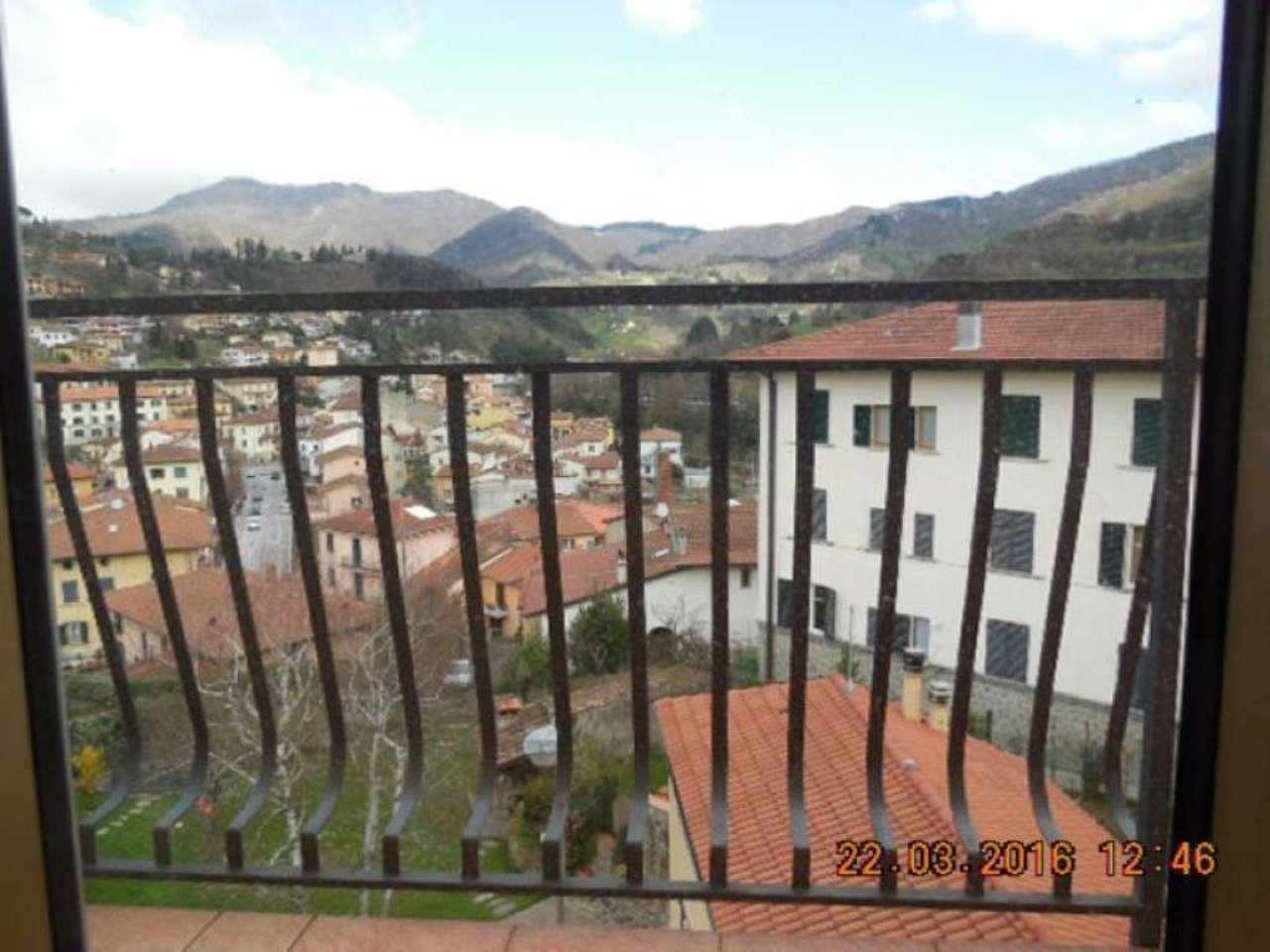 Appartamento in vendita a Vernio di 4 vani con garage soffitta e orto. Ultimo piano