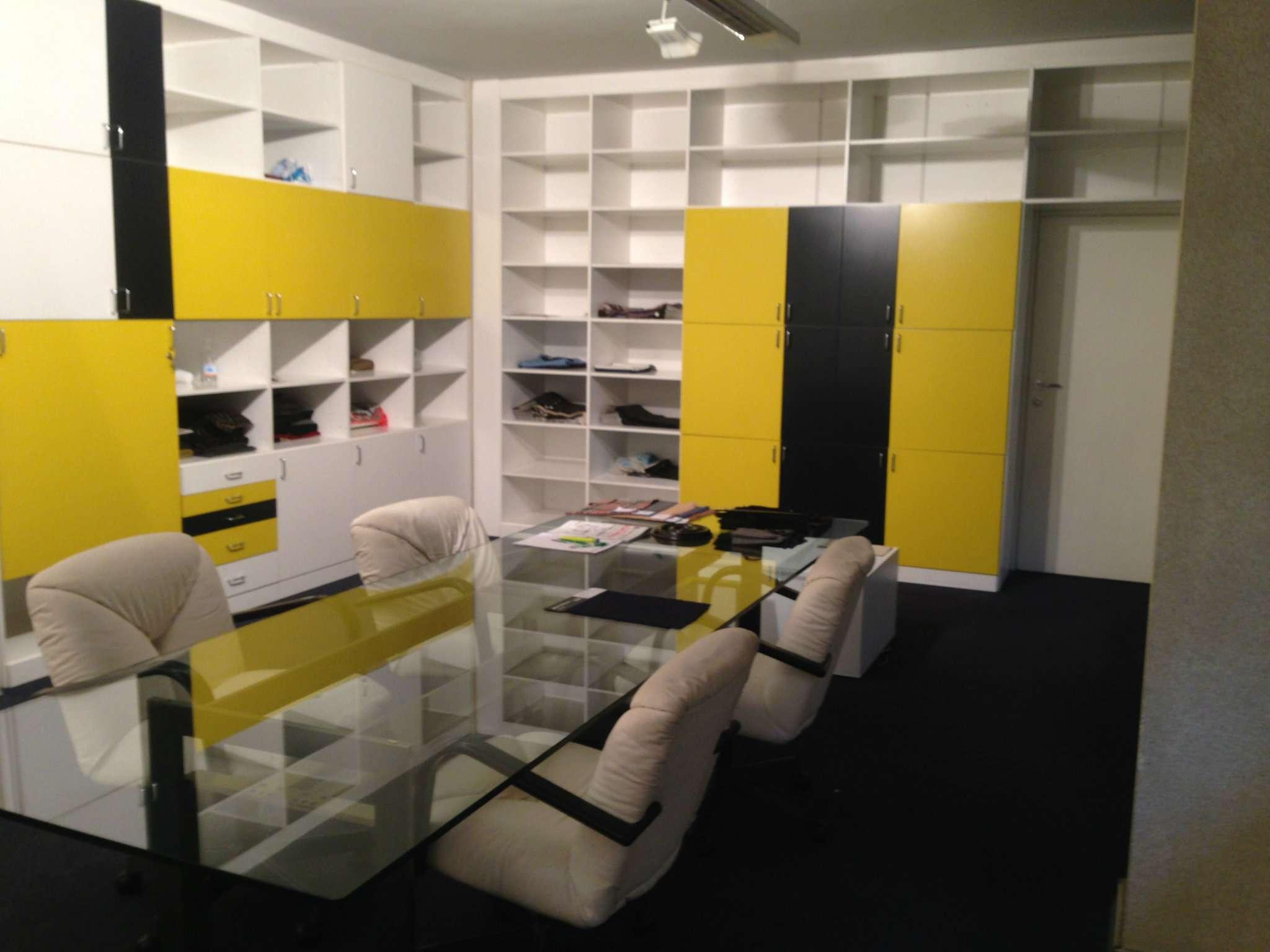 Prato, viale Montegrappa vendesi ufficio 200 mq Rif. 5034997