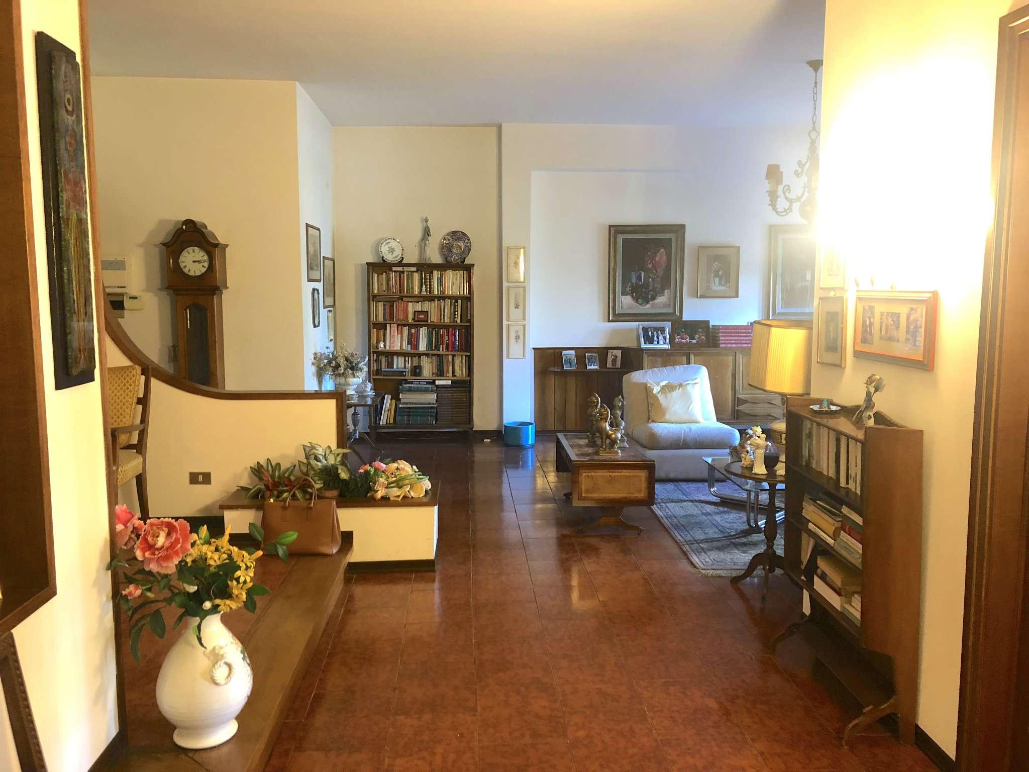 Appartamento in buone condizioni parzialmente arredato in vendita Rif. 8065282