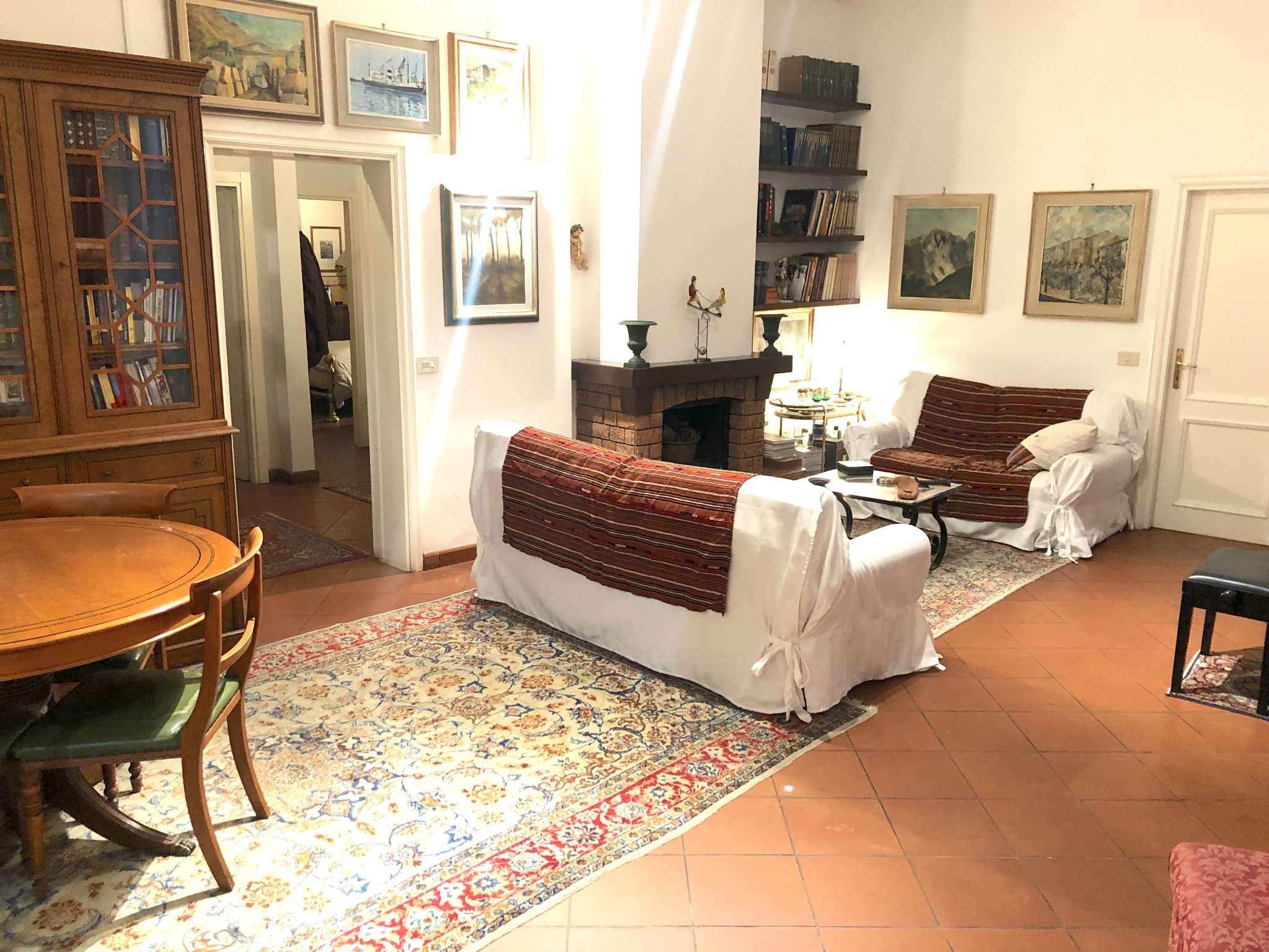 Appartamento in buone condizioni parzialmente arredato in vendita Rif. 8610272