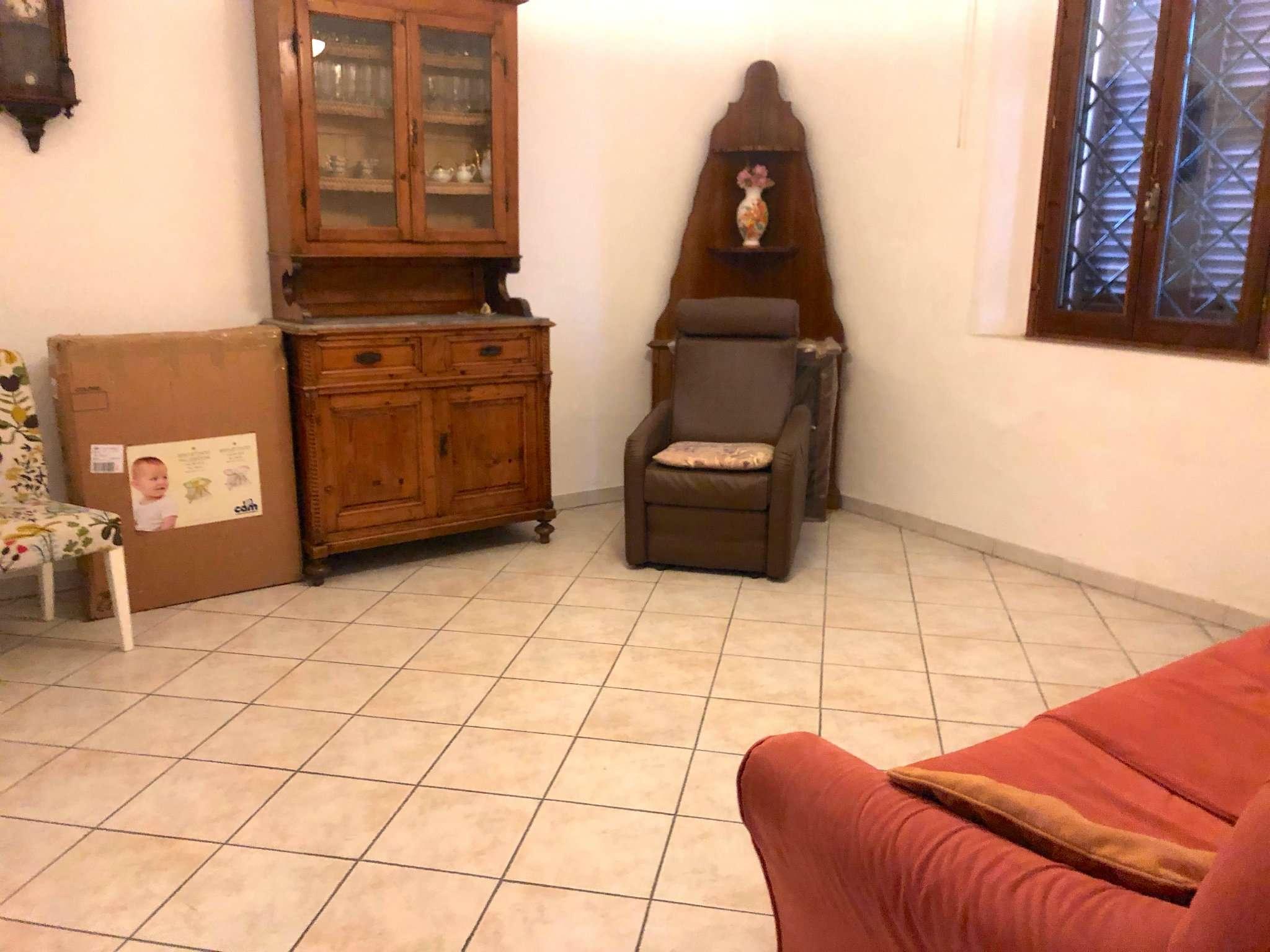 Terratetto in vendita a Prato, Viaccia, di vani 5 oltre resede. Ristrutturato