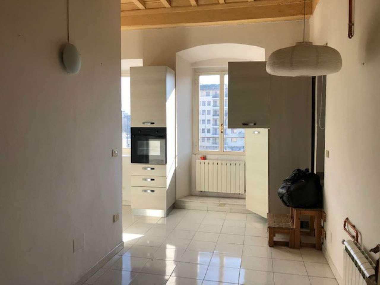 Appartamento in buone condizioni parzialmente arredato in affitto Rif. 9307133