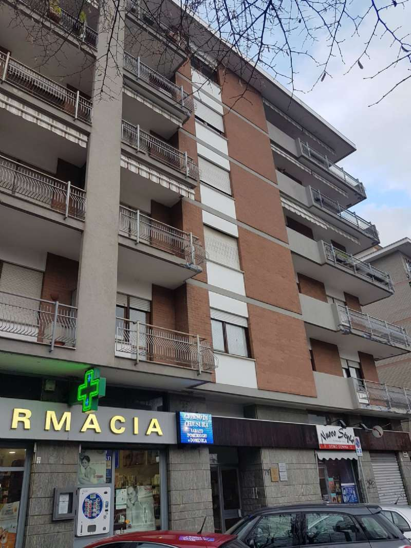 Rivoli c. Francia vuoto ingresso camera tinello cucinino bagno 2 balconi ascensore cedolare secca