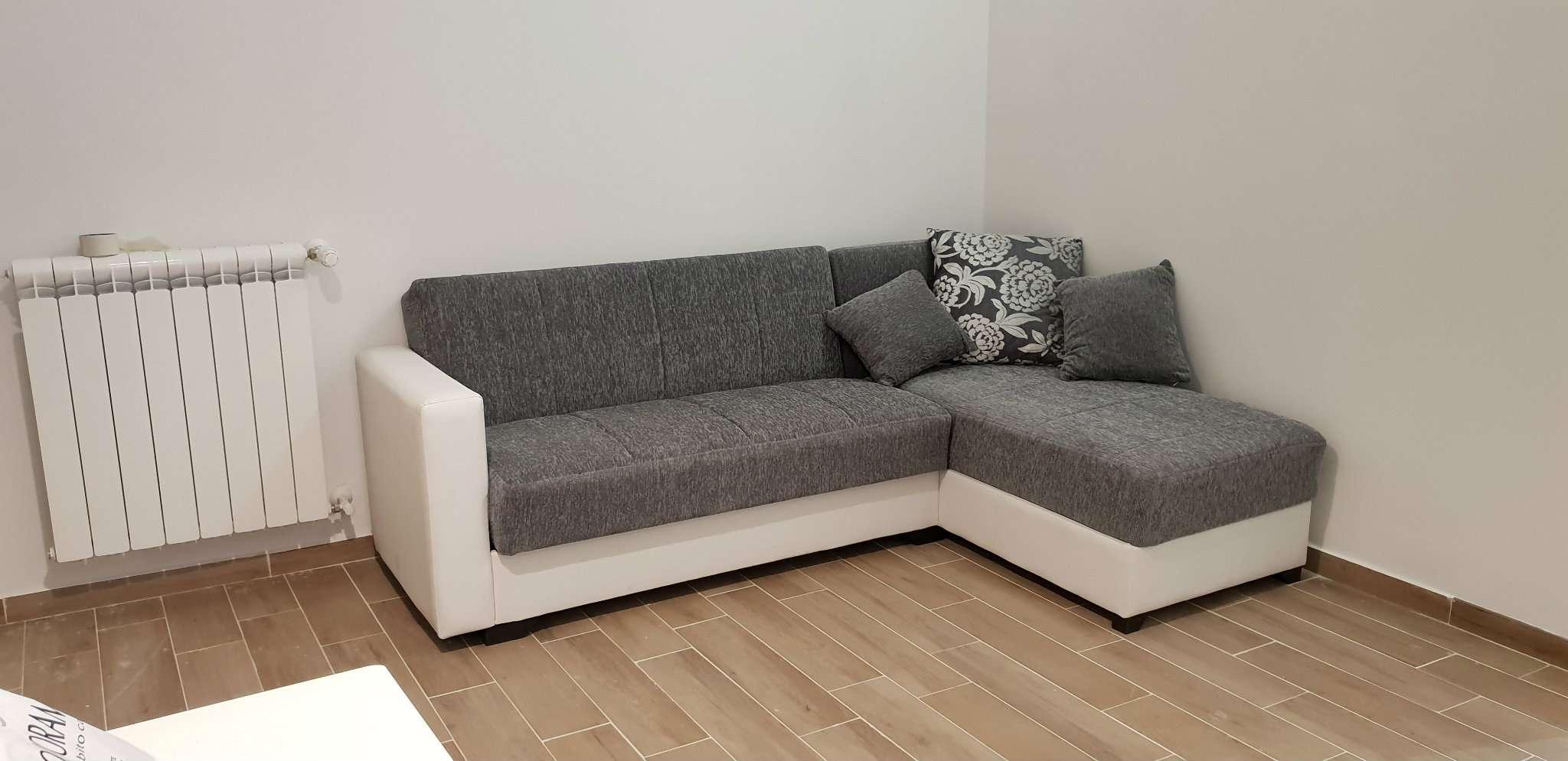 Stanza / posto letto ristrutturato arredato in affitto Rif. 8189562