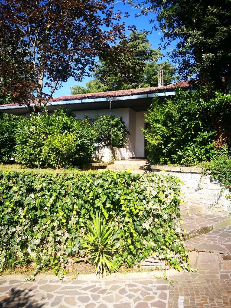 Villa in vendita a Roma, 9 locali, zona Zona: 42 . Cassia - Olgiata, prezzo € 750.000 | CambioCasa.it