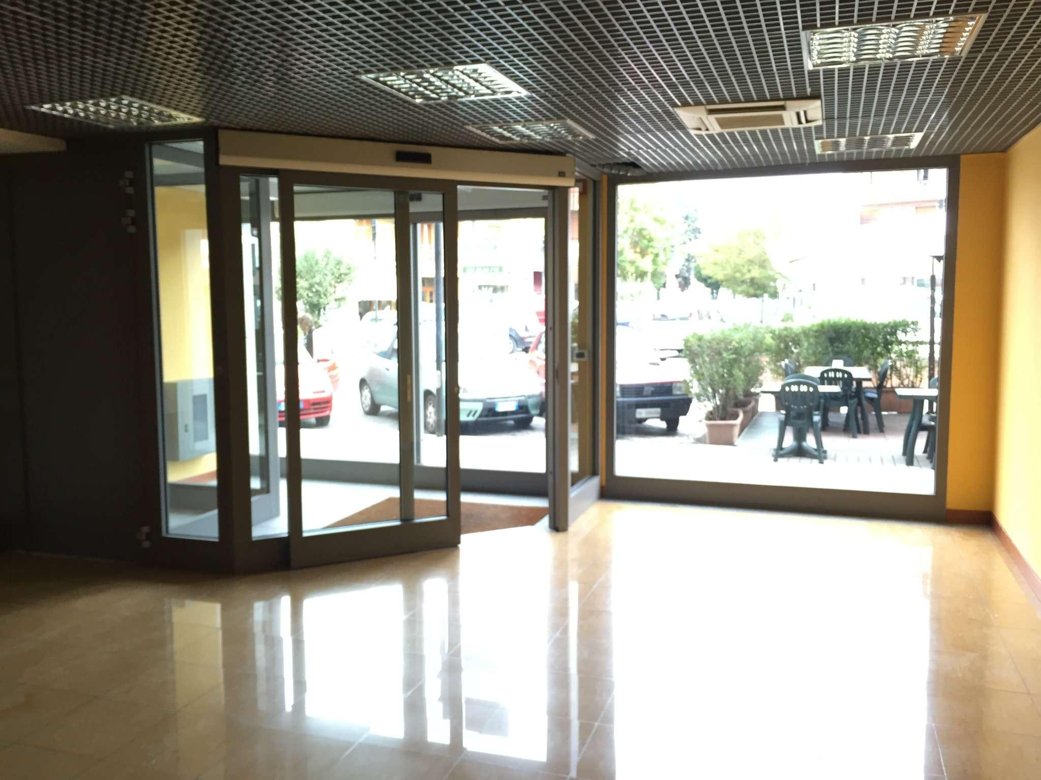 Negozio / Locale in affitto a Santena, 1 locali, prezzo € 1.600 | CambioCasa.it