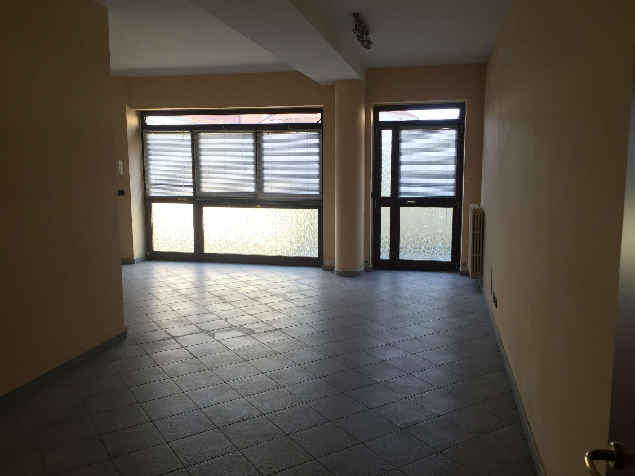 Negozio / Locale in affitto a Santena, 1 locali, prezzo € 430 | CambioCasa.it
