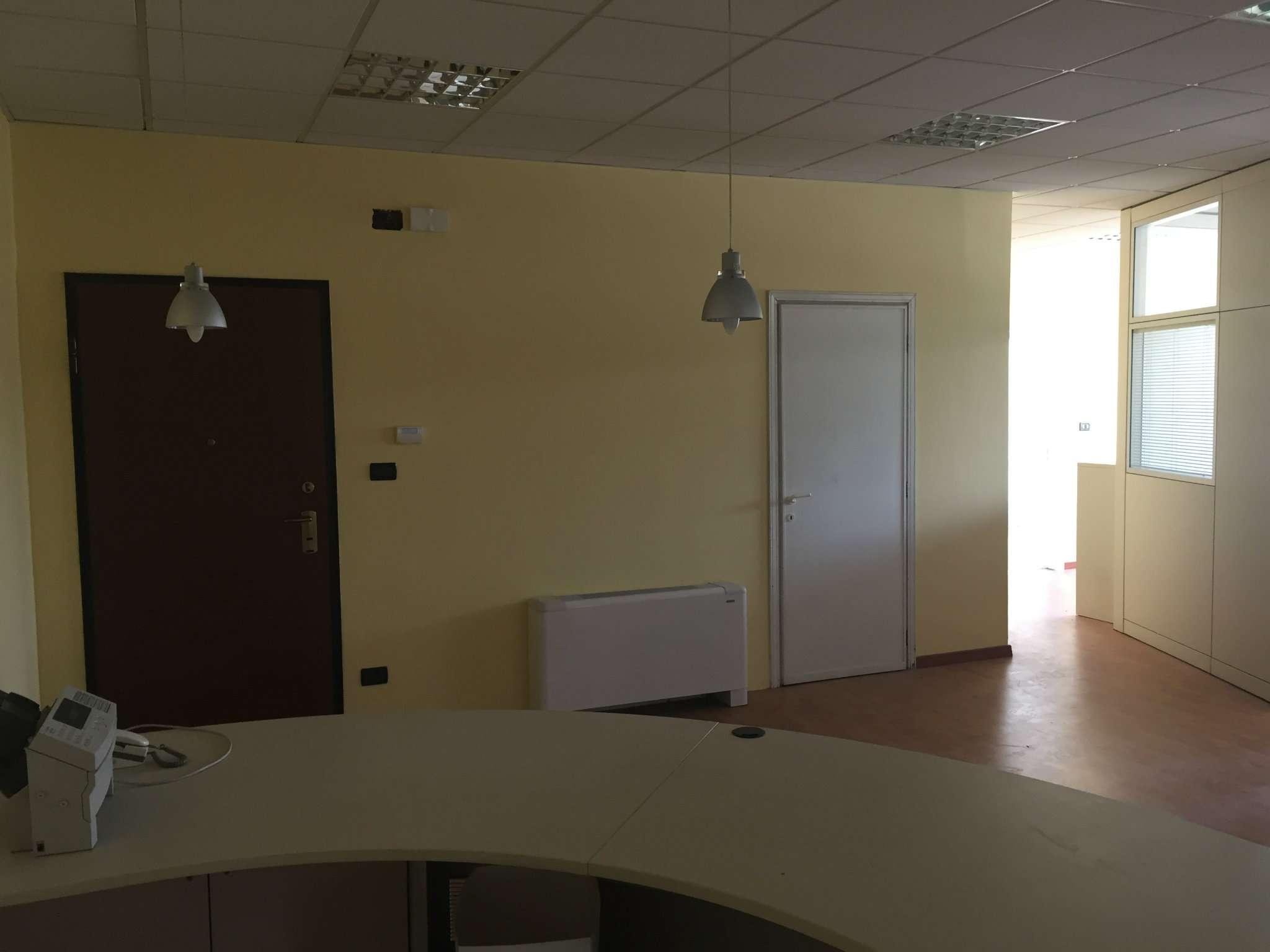 Ufficio / Studio in affitto a Rosta, 5 locali, prezzo € 700 | CambioCasa.it