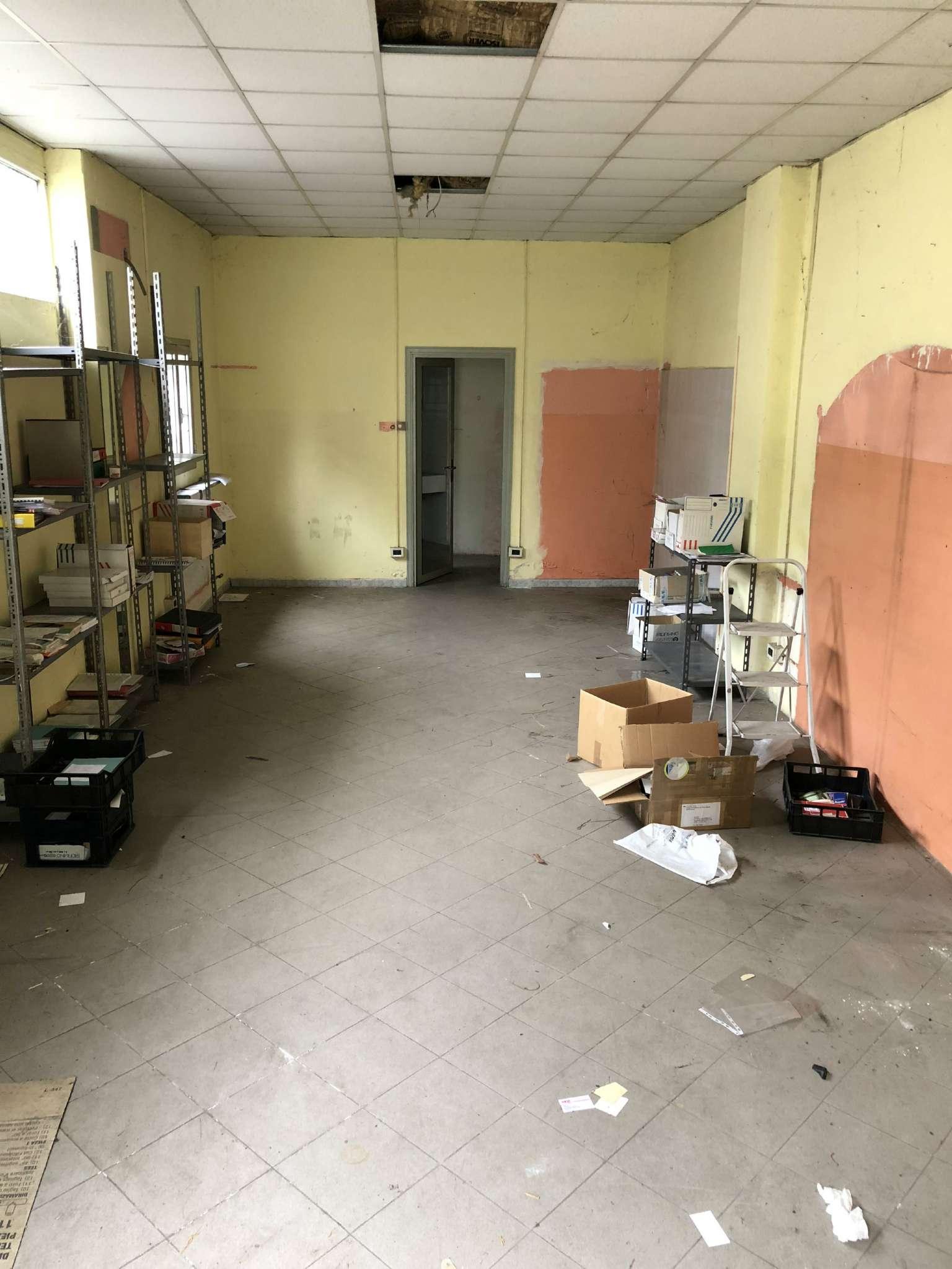 Negozio / Locale in affitto a Beinasco, 1 locali, prezzo € 300   CambioCasa.it