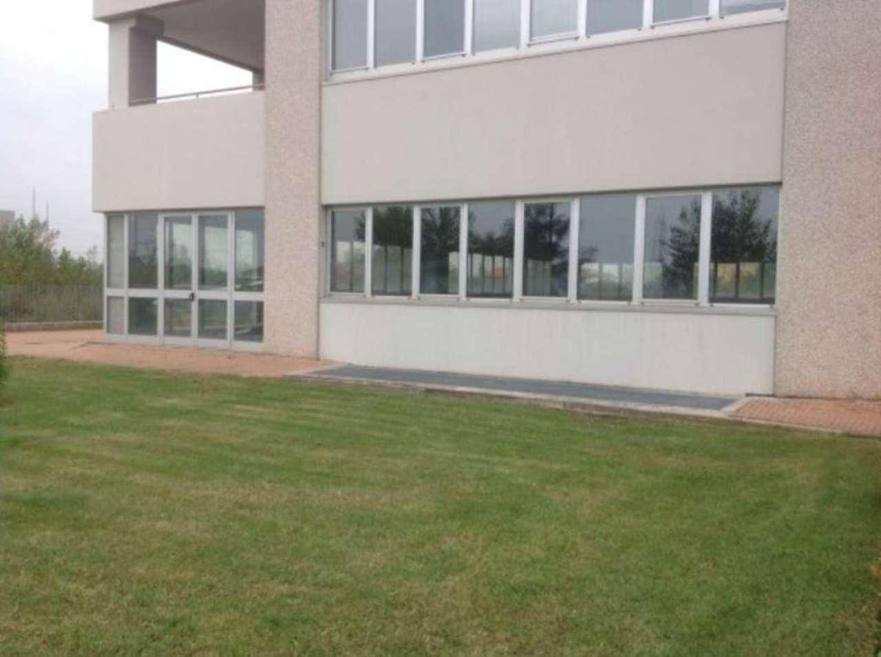 Negozio / Locale in affitto a Moncalieri, 2 locali, prezzo € 2.800 | CambioCasa.it