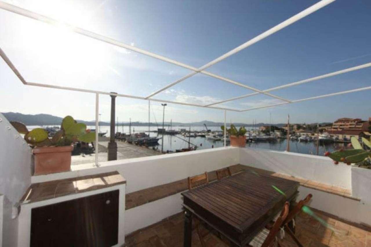 Appartamento parzialmente arredato in vendita Rif. 5040977