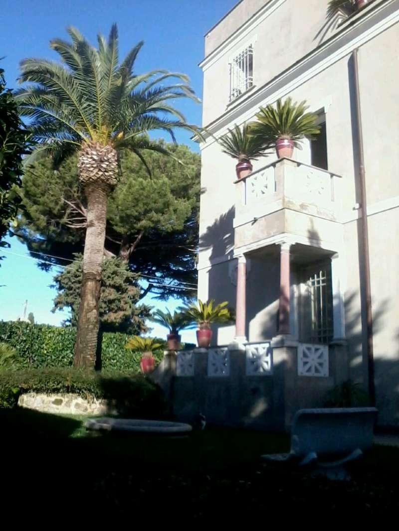 Villa in vendita a Castel Gandolfo, 11 locali, prezzo € 980.000 | CambioCasa.it
