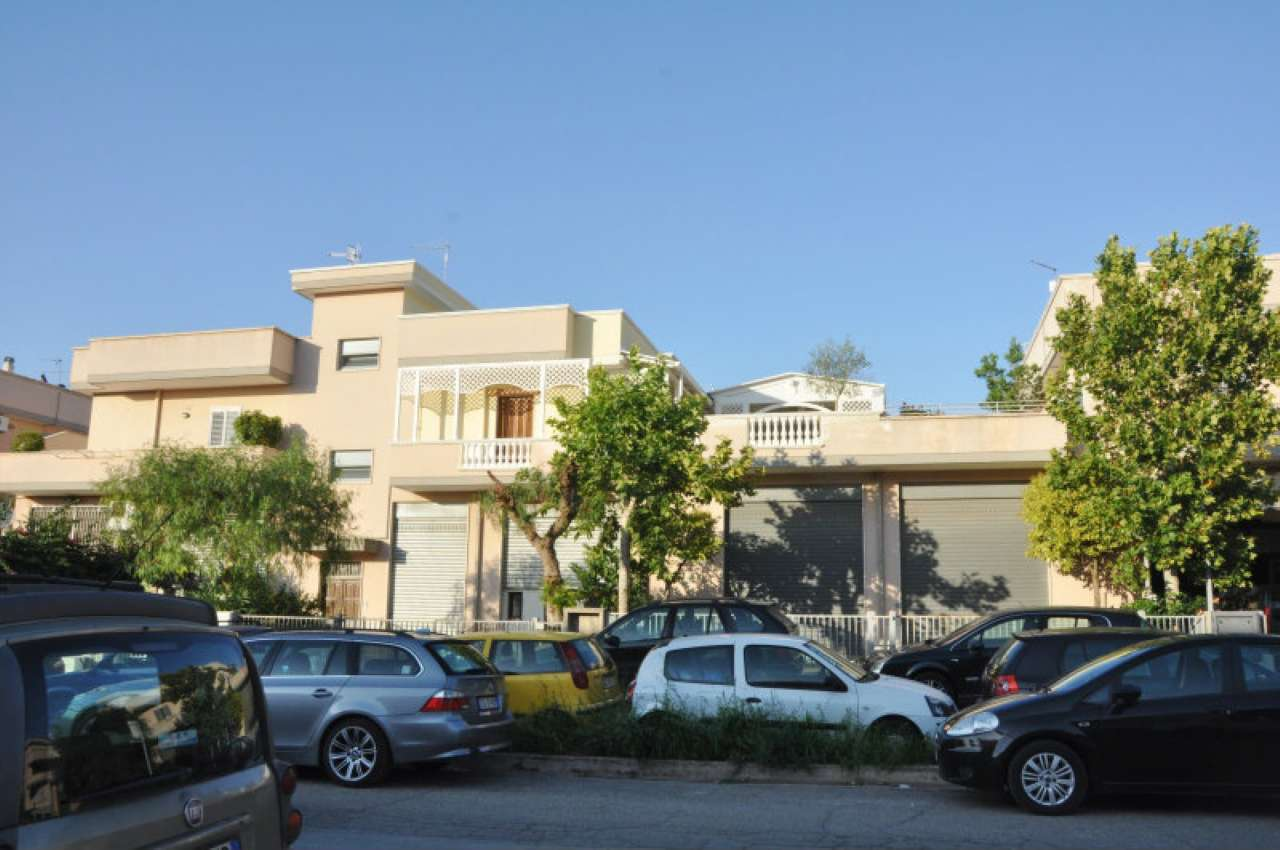 Appartamento ristrutturato parzialmente arredato in vendita Rif. 7032032